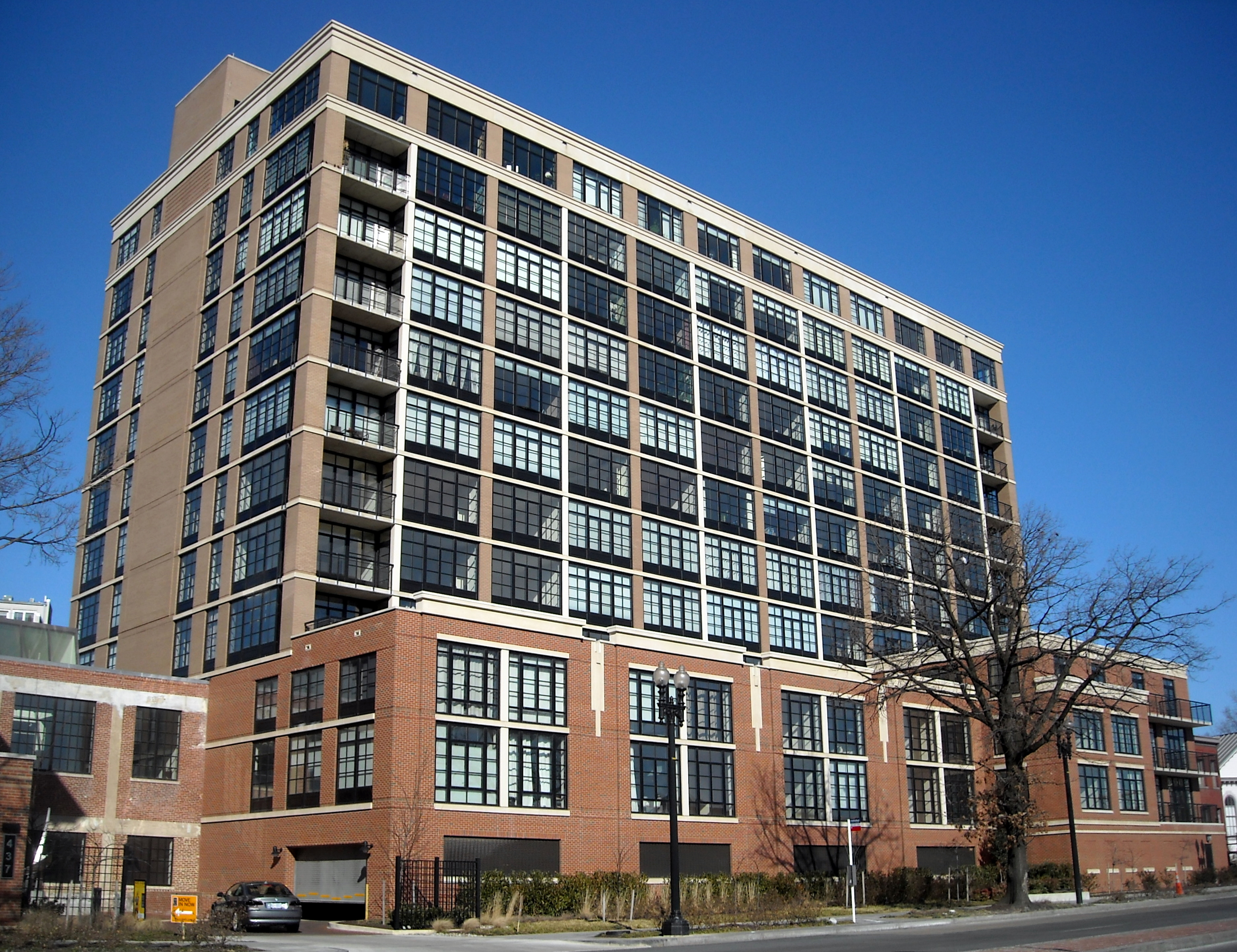 http://upload.wikimedia.org/wikipedia/commons/b/bd/Yale_Steam_Laundry_Condominium.jpg