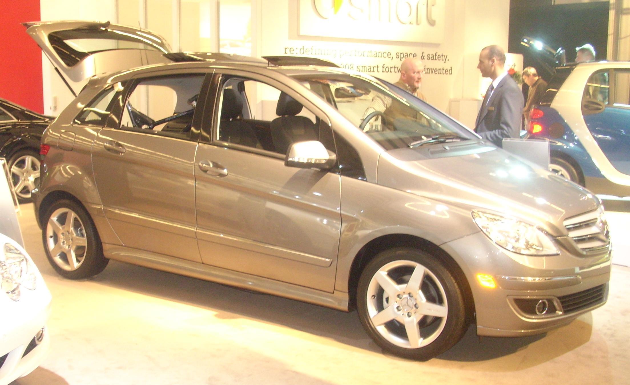 File 39 08 mercedes benz b class montreal jpg wikimedia for Mercedes benz montreal
