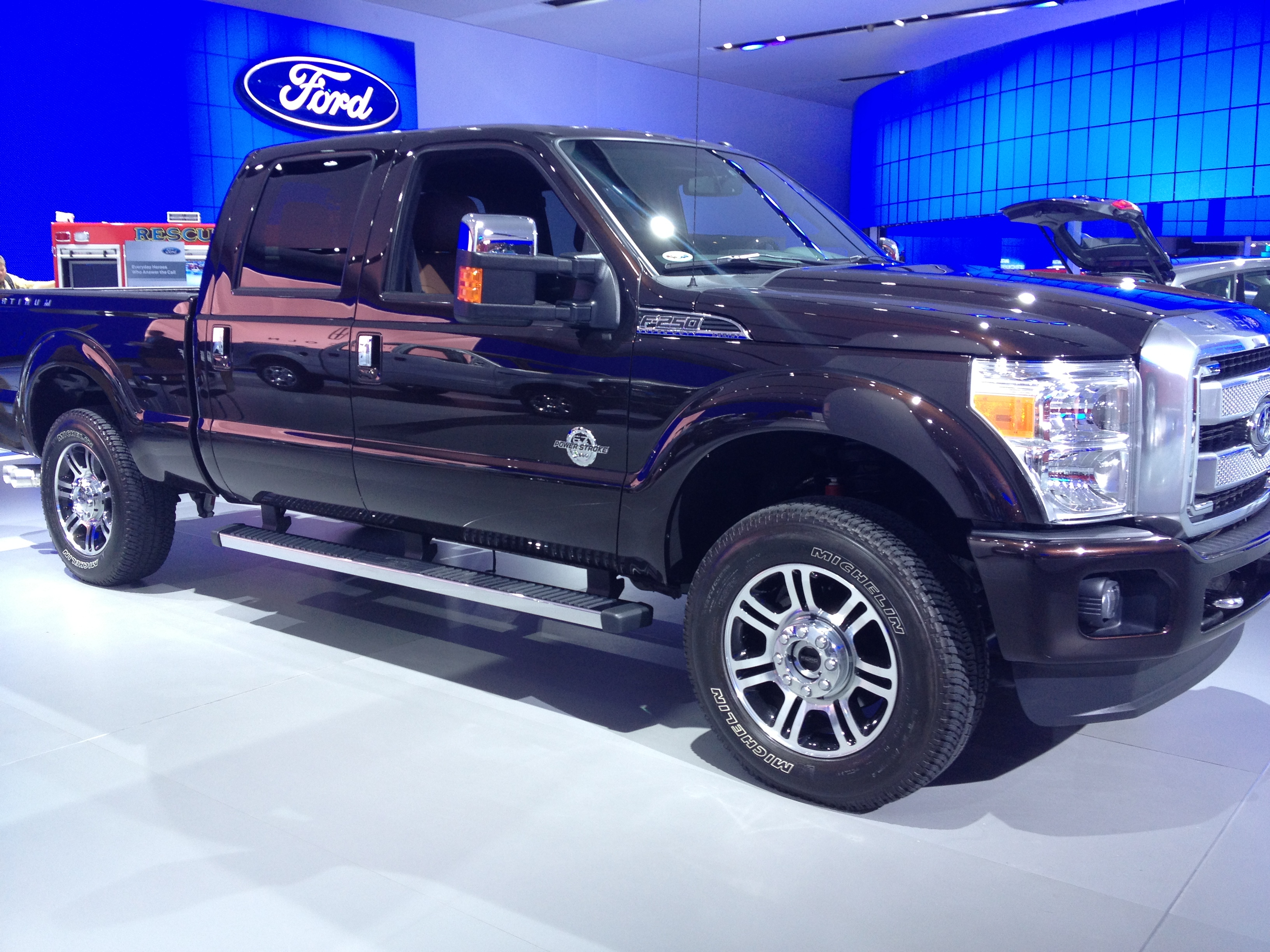 Ford Super Duty >> File:2013 Ford F-250 Platinum diesel (8403002959).jpg ...