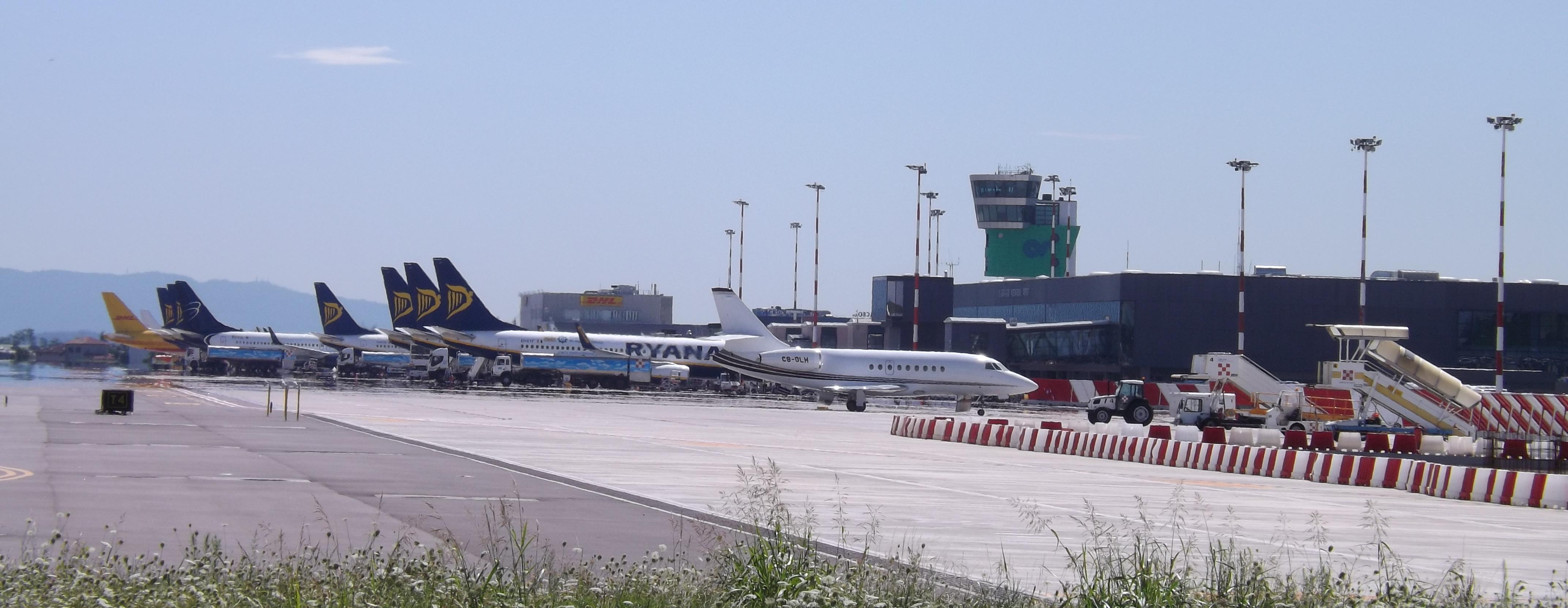 Aeroporto Orio : Cargo esce di pista e finisce in strada paura all aeroporto di