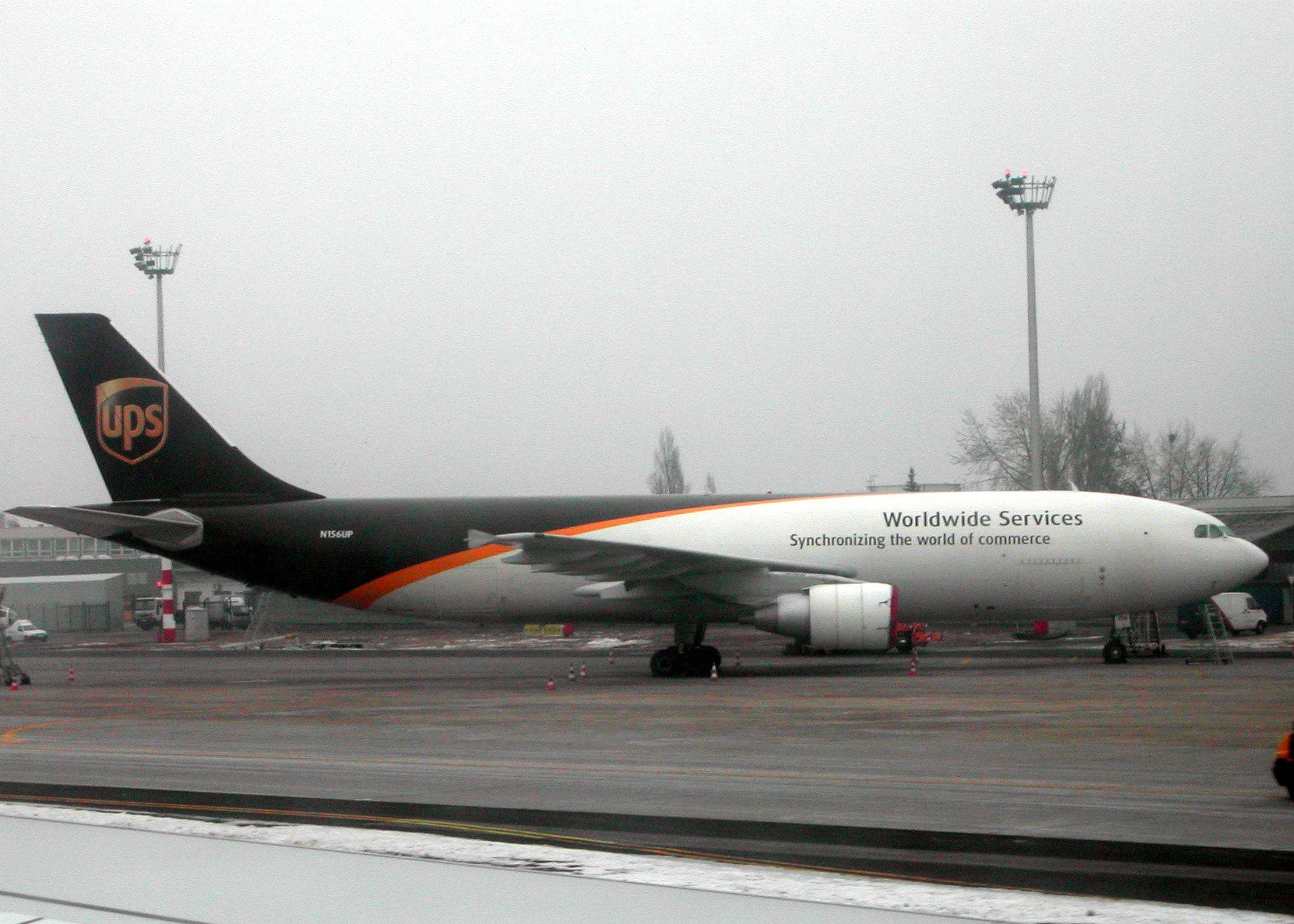 http://upload.wikimedia.org/wikipedia/commons/b/be/Airbus_A300F4-622R_UPS.jpg