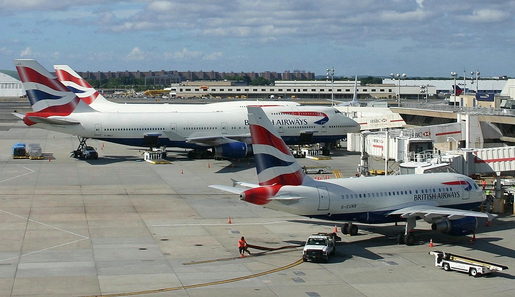 Airbus_A318_of_British_Airways_at_J.F.K._International_Airport_New_York_%28USA%29.jpg
