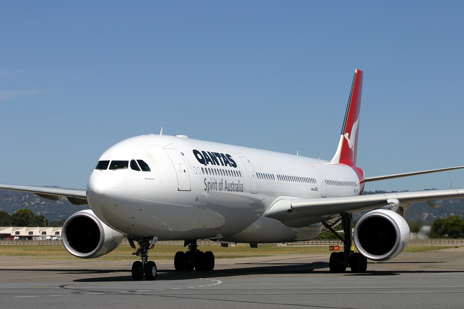 Qantas Flight 72 - Wikipedia