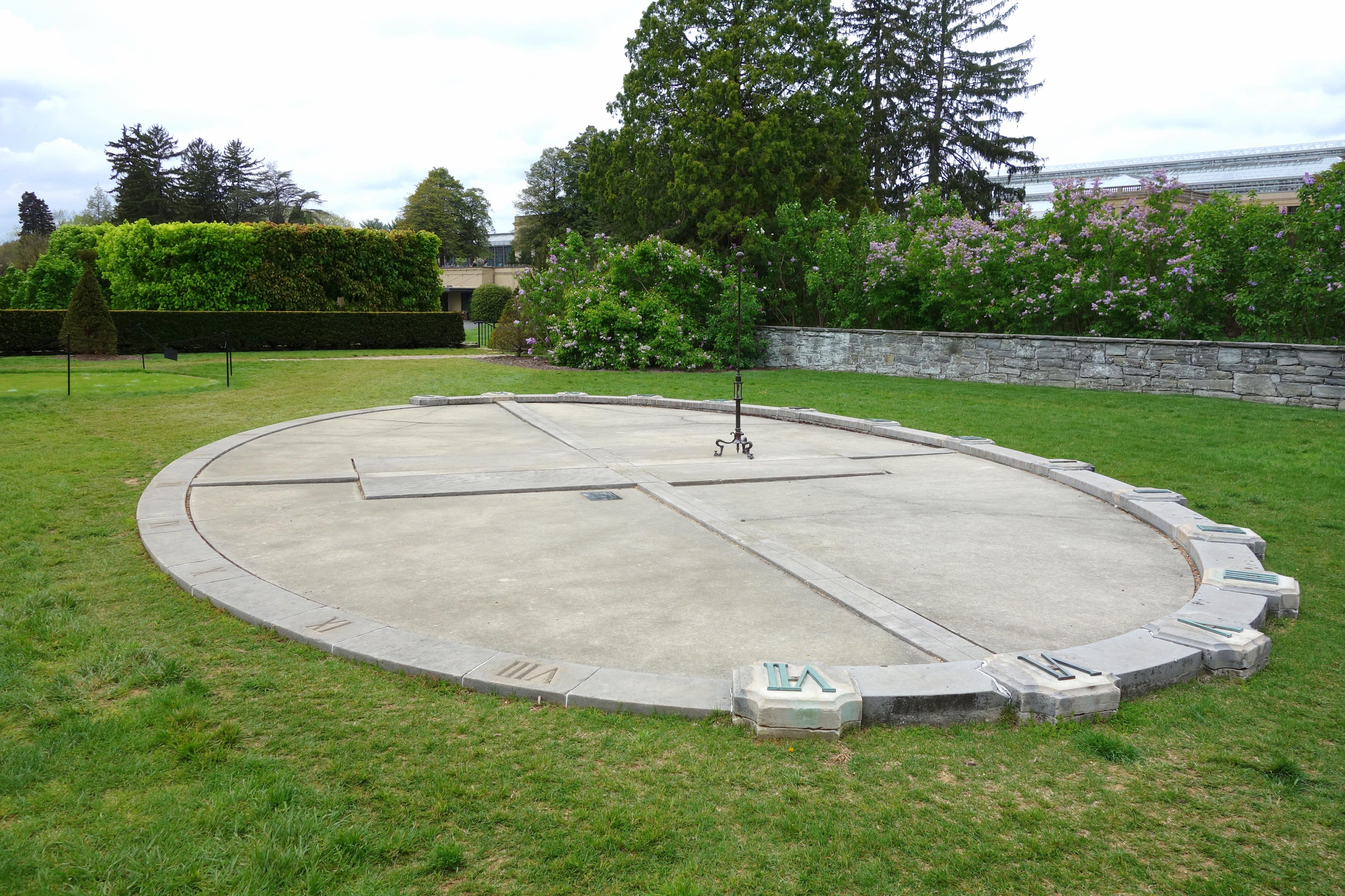 File:Analemmatic sundial - Longwood Gardens - DSC01018.JPG - Wikimedia ...: commons.wikimedia.org/wiki/File:Analemmatic_sundial_-_Longwood...