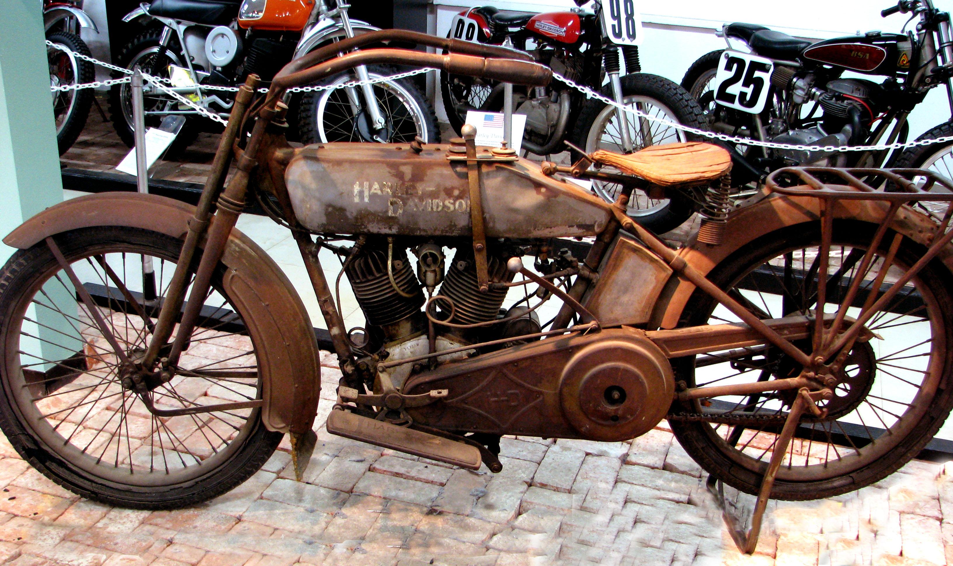 Antique Harley Davidson Oil Cans