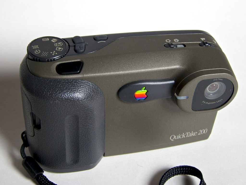 File:Apple QuickTake 200 Digital Camera.jpg - Wikimedia Commons