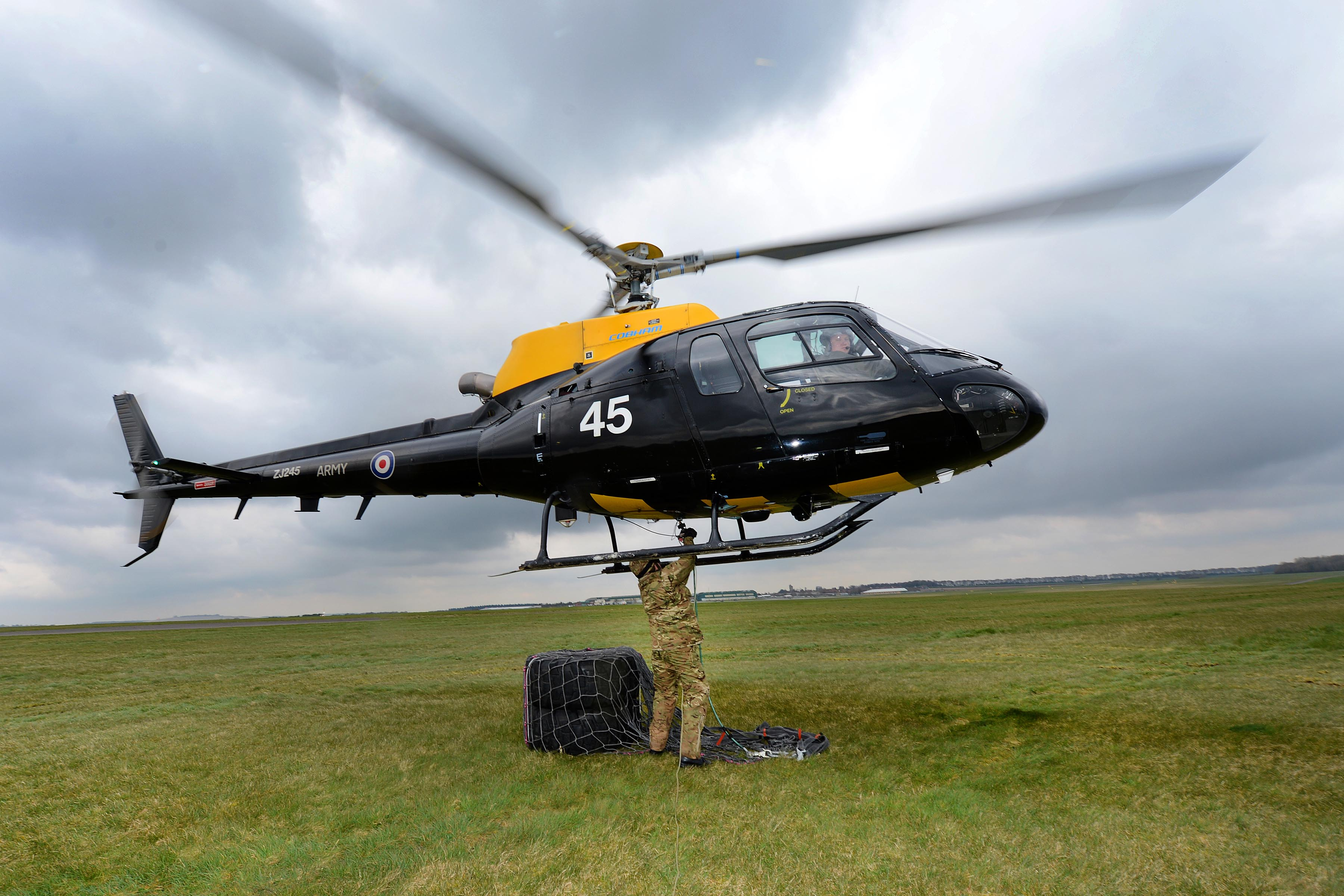 filearmy reserves underslung load training with squirrel helicopter mod 45156919jpg - Helicopter Mod