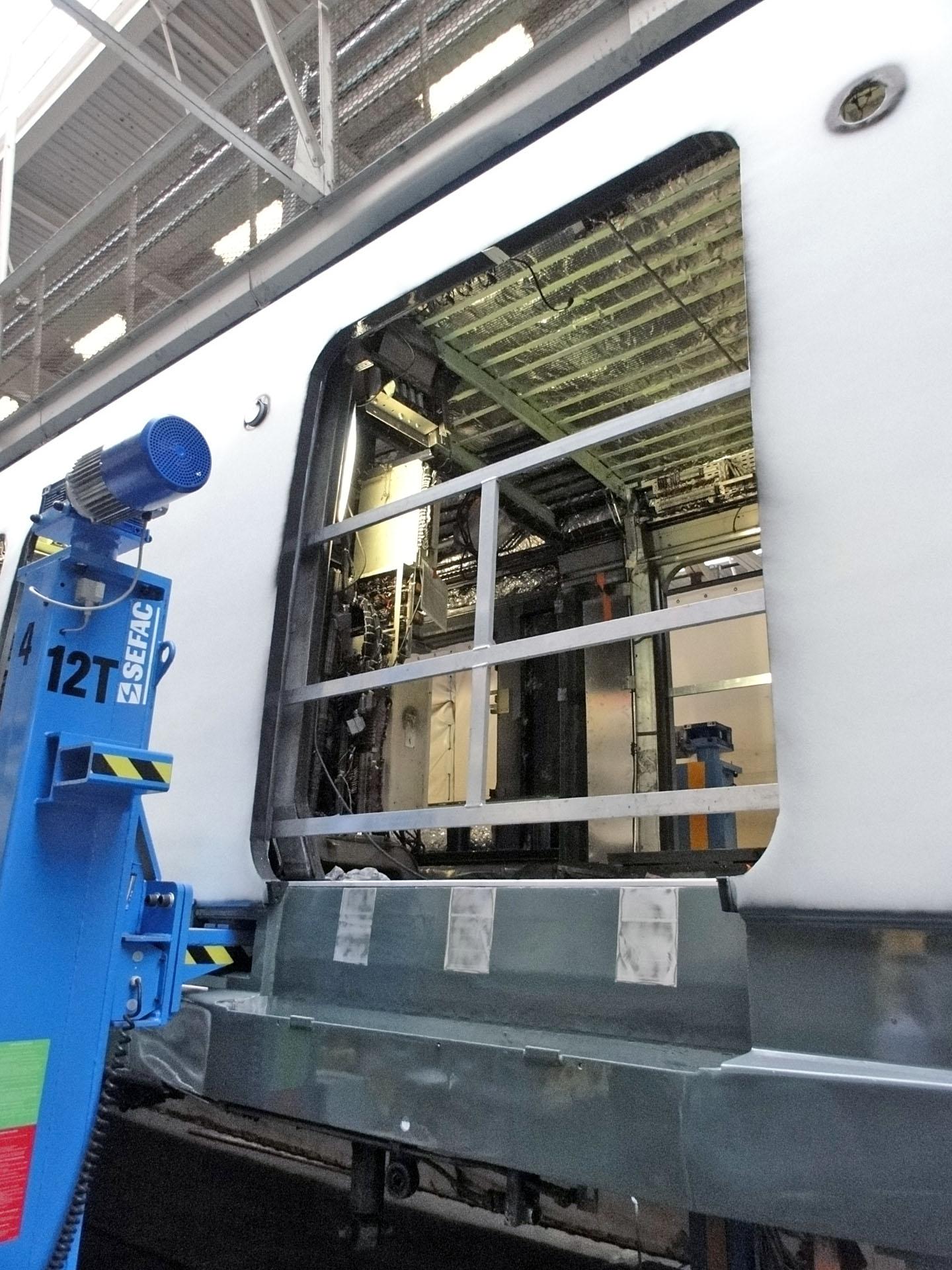 Atelier de Sucy-en-Brie - Rénovation MI 79 - 13.jpg Français : Rénovation du MI 79 aux ateliers RATP de Sucy-en-Brie, Val-de-Marne, France