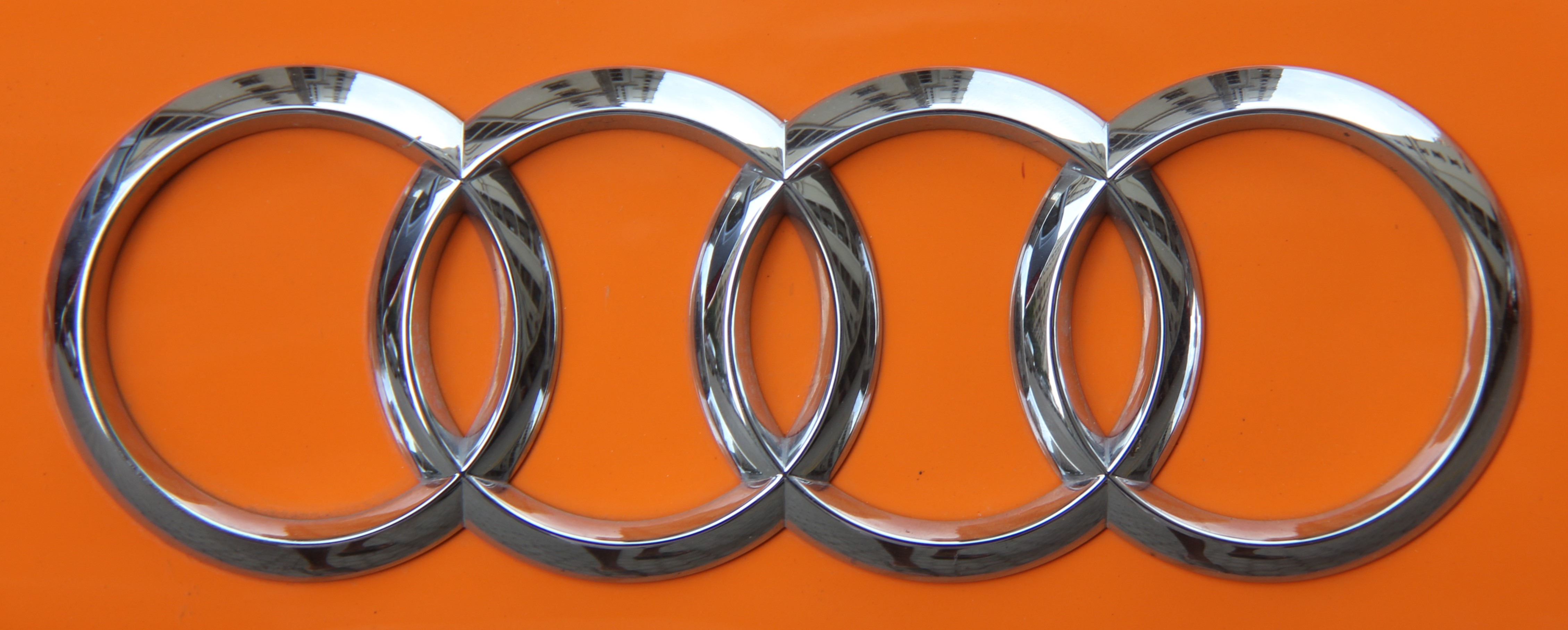File Audi Logo On Audi R8 Jpg Wikimedia Commons