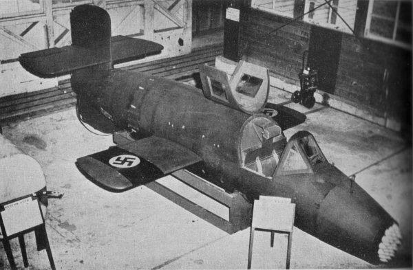 敗戦後イギリス軍に鹵獲され、ファーンボローに移送されたBa 349(1946年)。機首のカバーは外されている。翼の鉤十字は、鹵獲後に描かれたもの