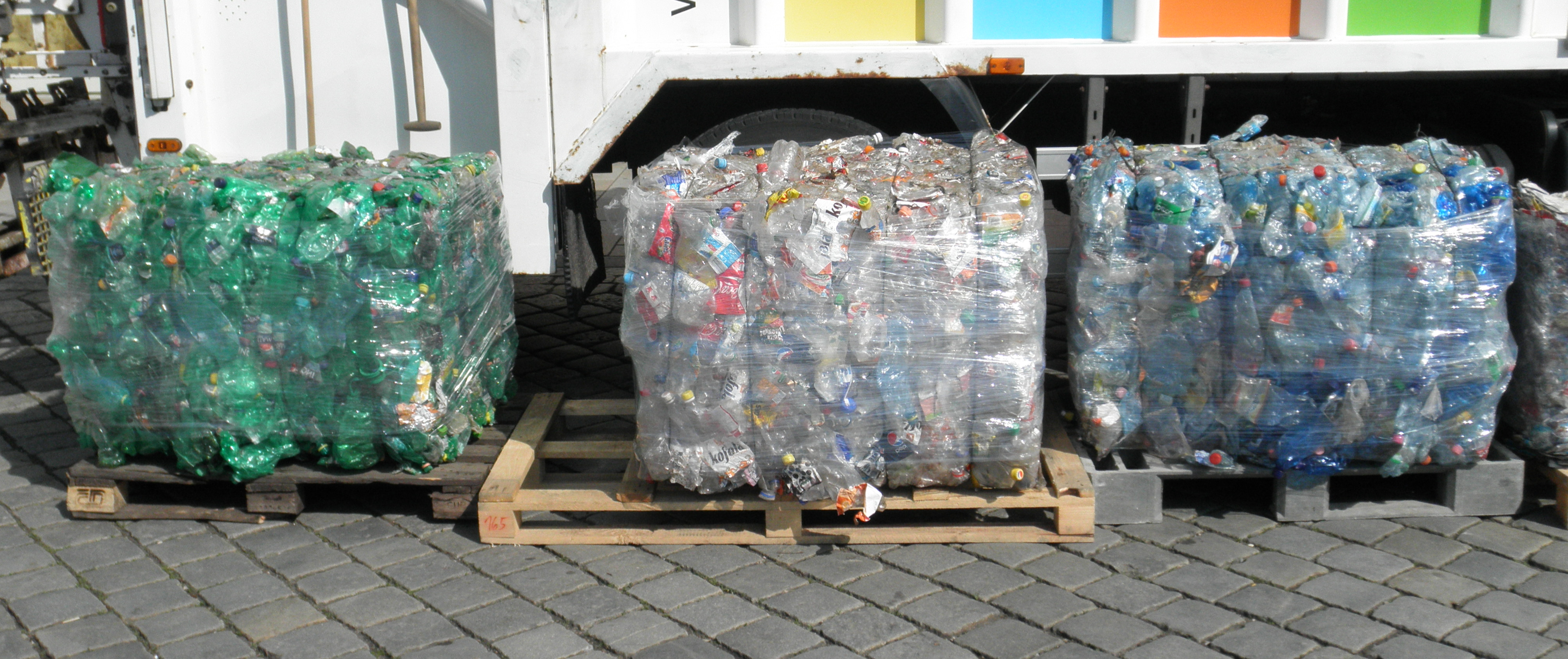 File:Bales of PET bottles 4.png - Wikimedia Commons