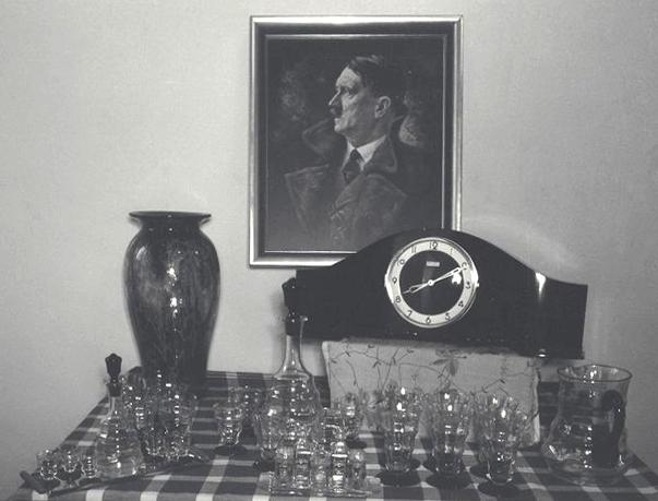 Hitler-Porträt im KZ Mauthausen