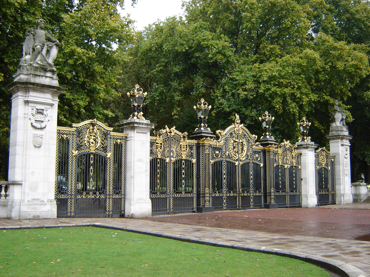 Description canada gate - green park, london england