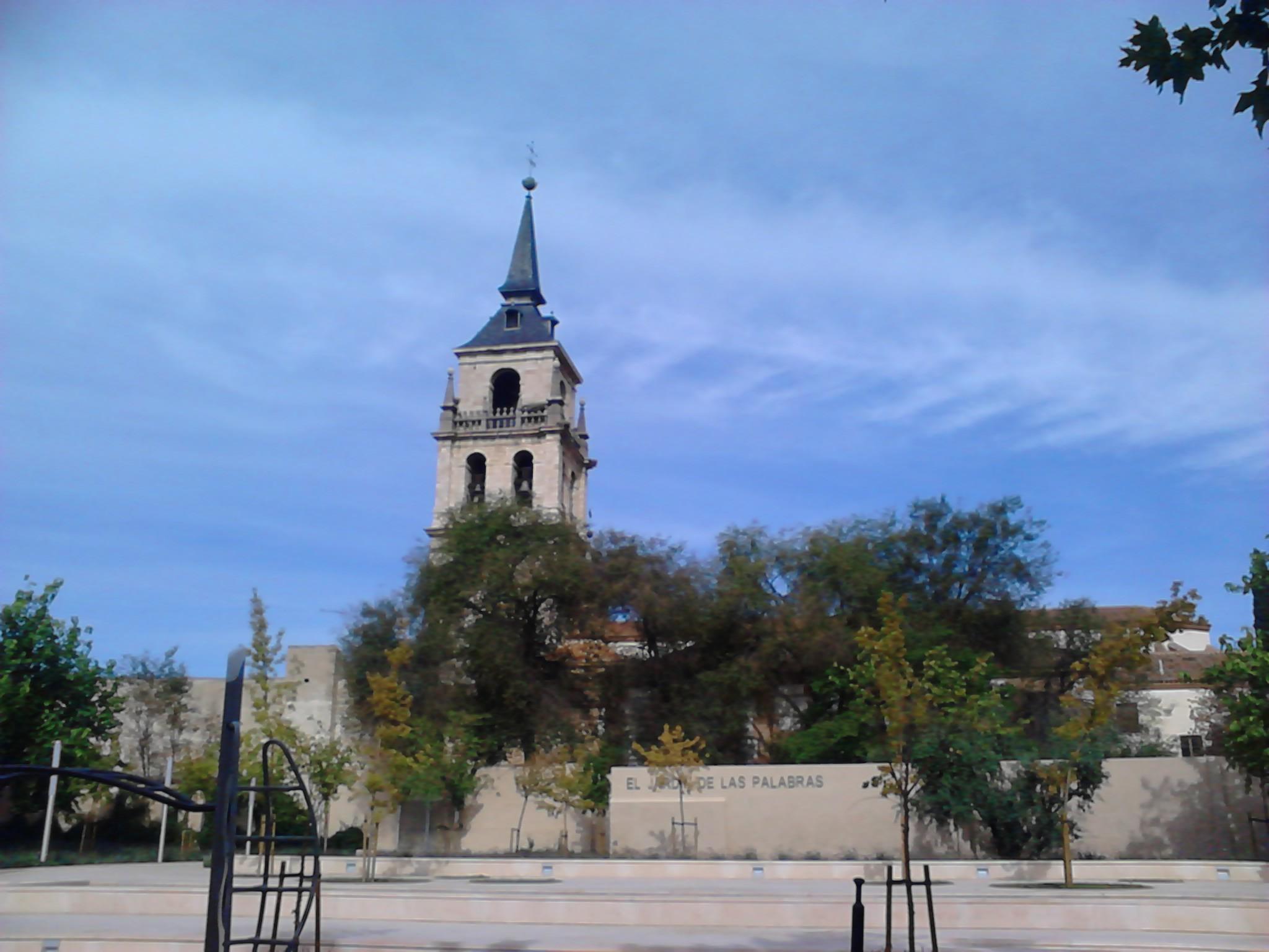 File catedral magistral y jard n de las palabras alcal for Tanatorio jardin alcala de henares