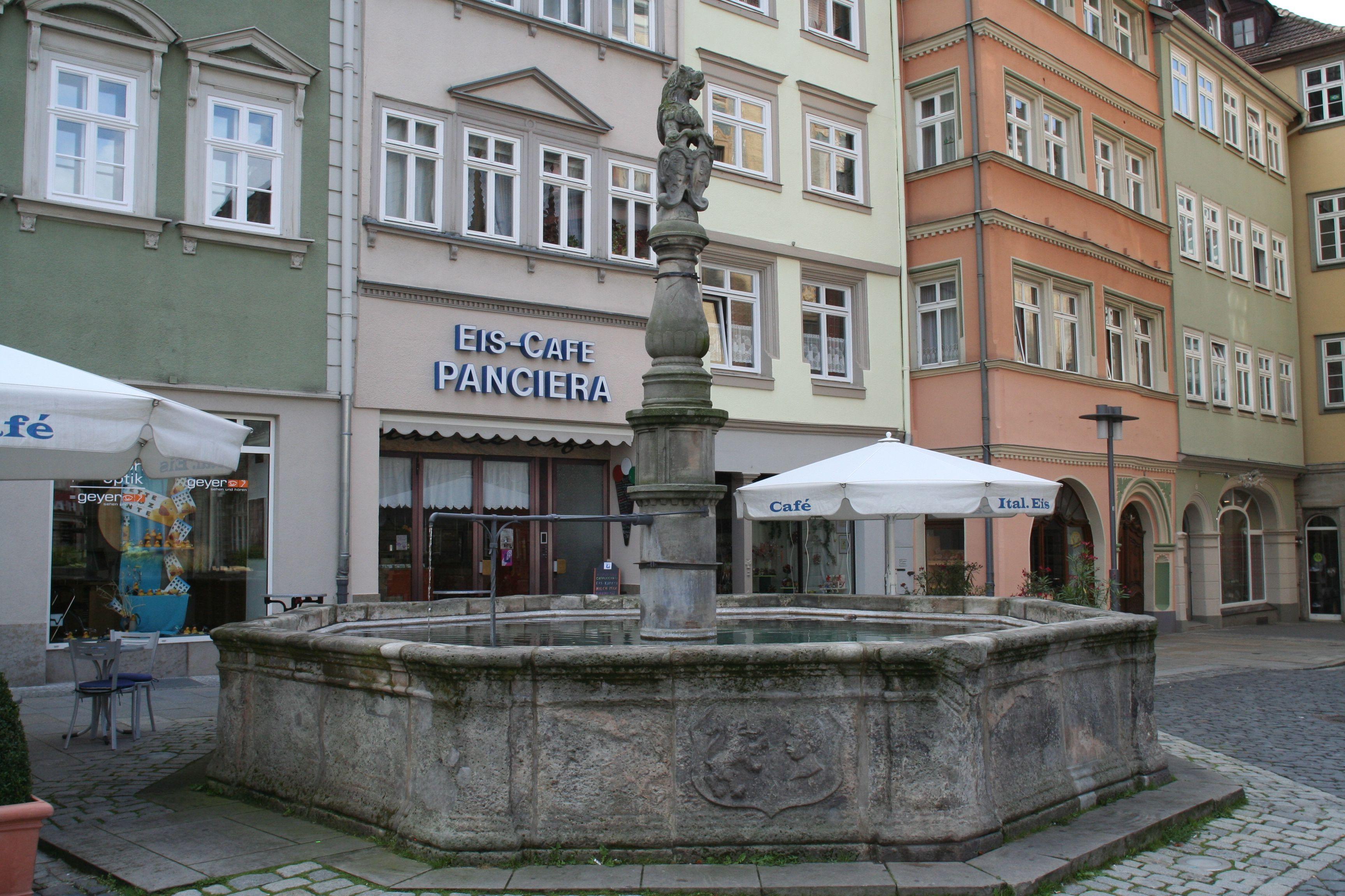Coburg-Marktplatz-Brunnen-O.jpg
