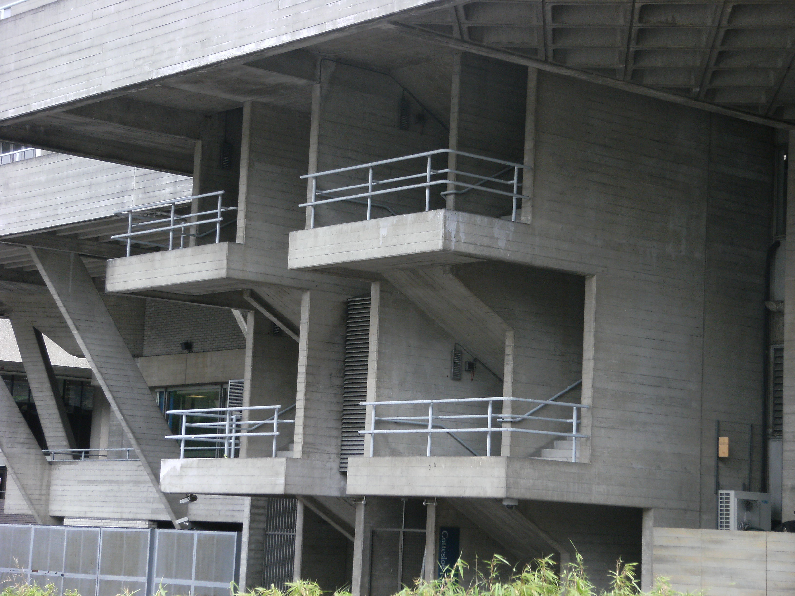 File concrete balconies at the national theatre london for Balconies or balconies