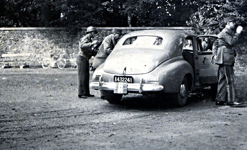 On November 13, 1944, De Gaulle and Churchill held a meeting to prepare for the end of the Second World War. It took place in the small french town of Maiche. The picture shows De Gaulle going out of his car.