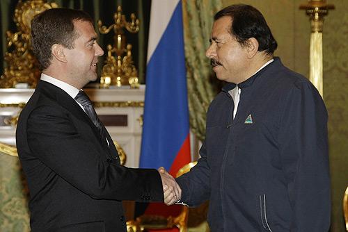 https://upload.wikimedia.org/wikipedia/commons/b/be/Dmitry_Medvedev_18_December_2008-1.jpg