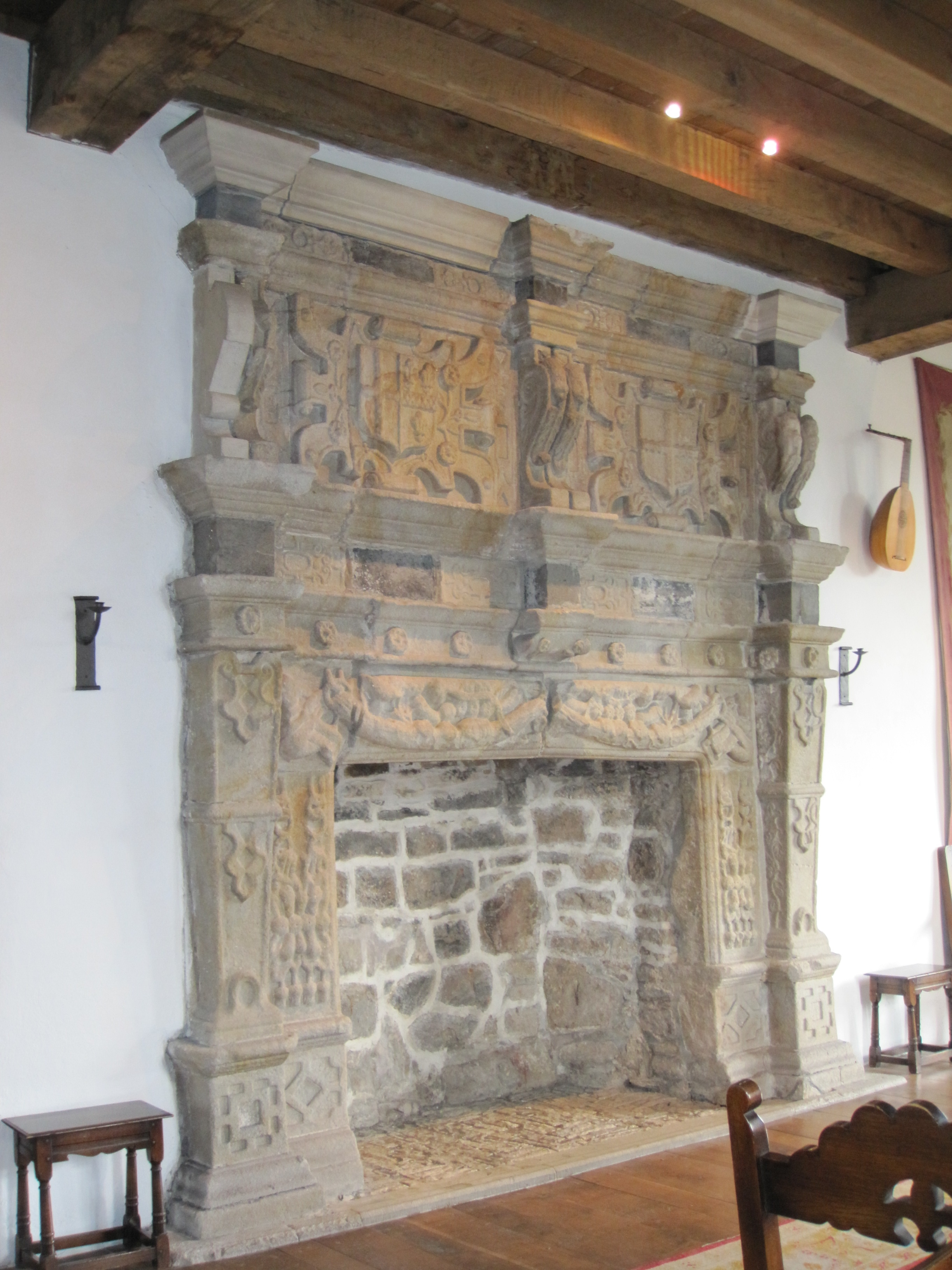 File:Donegal Castle, 17th century fireplace.jpg - Wikimedia Commons