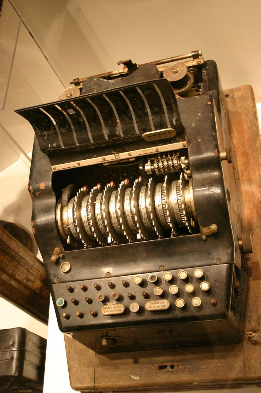 Photo of Enigma 8 rotor machine