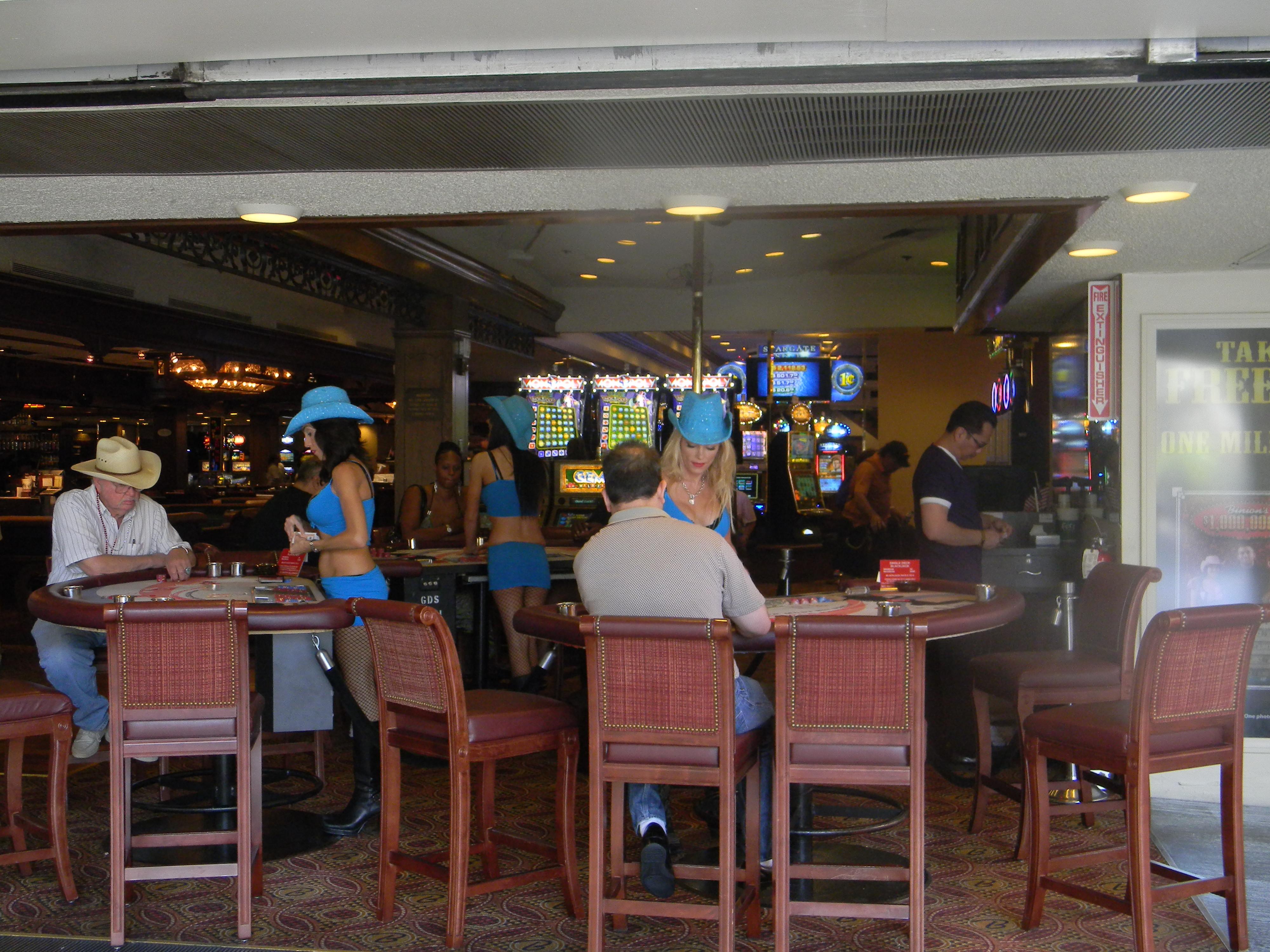 File:Fremont Street (Las Vegas) Sam Boyd\u0027s Fremont Casino.