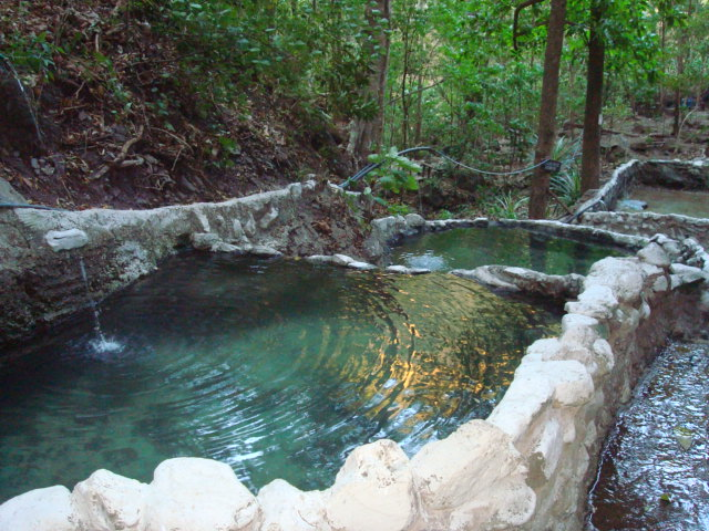 File:Fuentes termales en Cangrejal de Acosta, Costa Rica.JPG