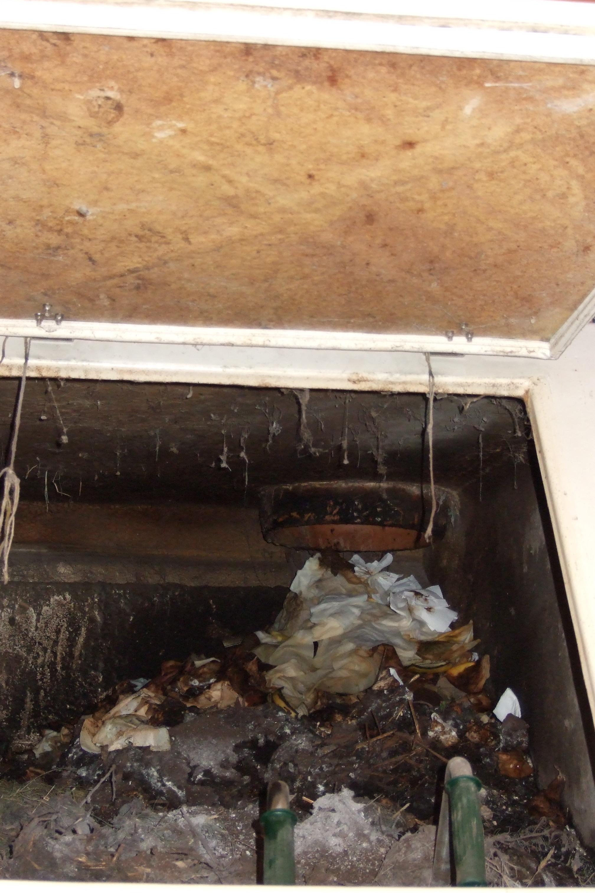 File:Hamburg-Allermöhe, composting chamber for excreta, toilet paper ...
