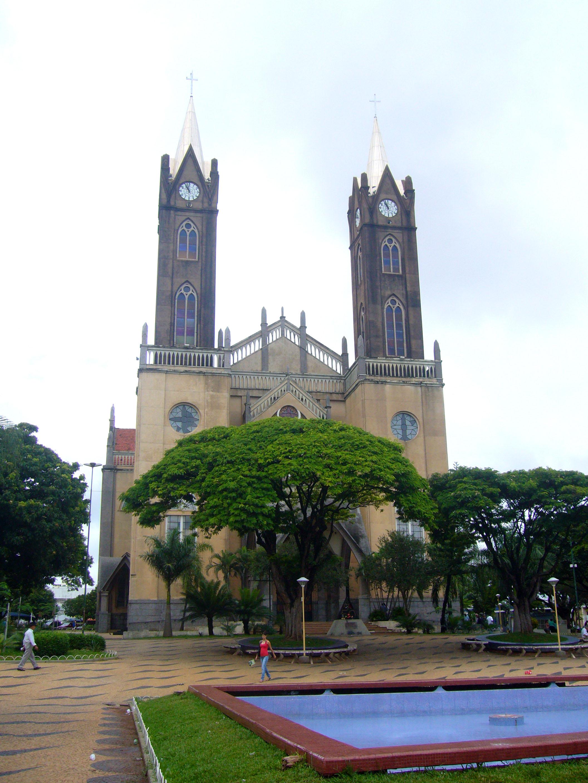 Description Igreja Matriz de Votuporanga.JPG