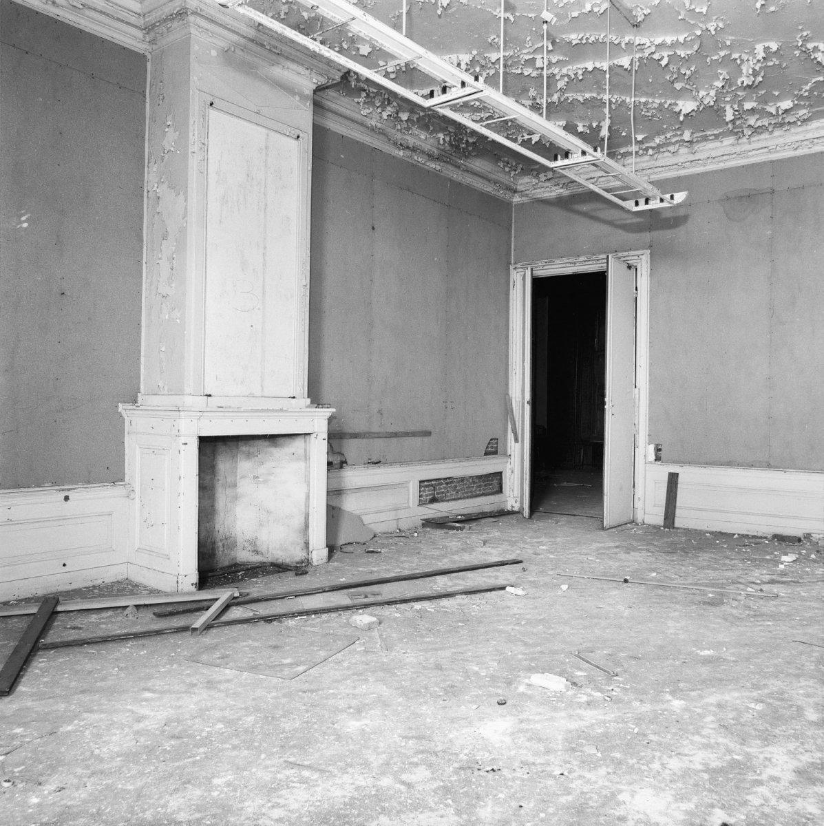 File interieur kamer eerste verdieping vervallen staat for Kamer interieur