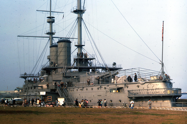 Japanese_battleship_Mikasa_in_Yokohama.j