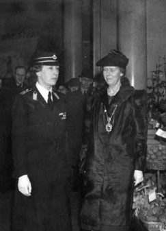 Lady Mayoress Elinor Lupton (right) with Princess Mary at Leeds Art Gallery