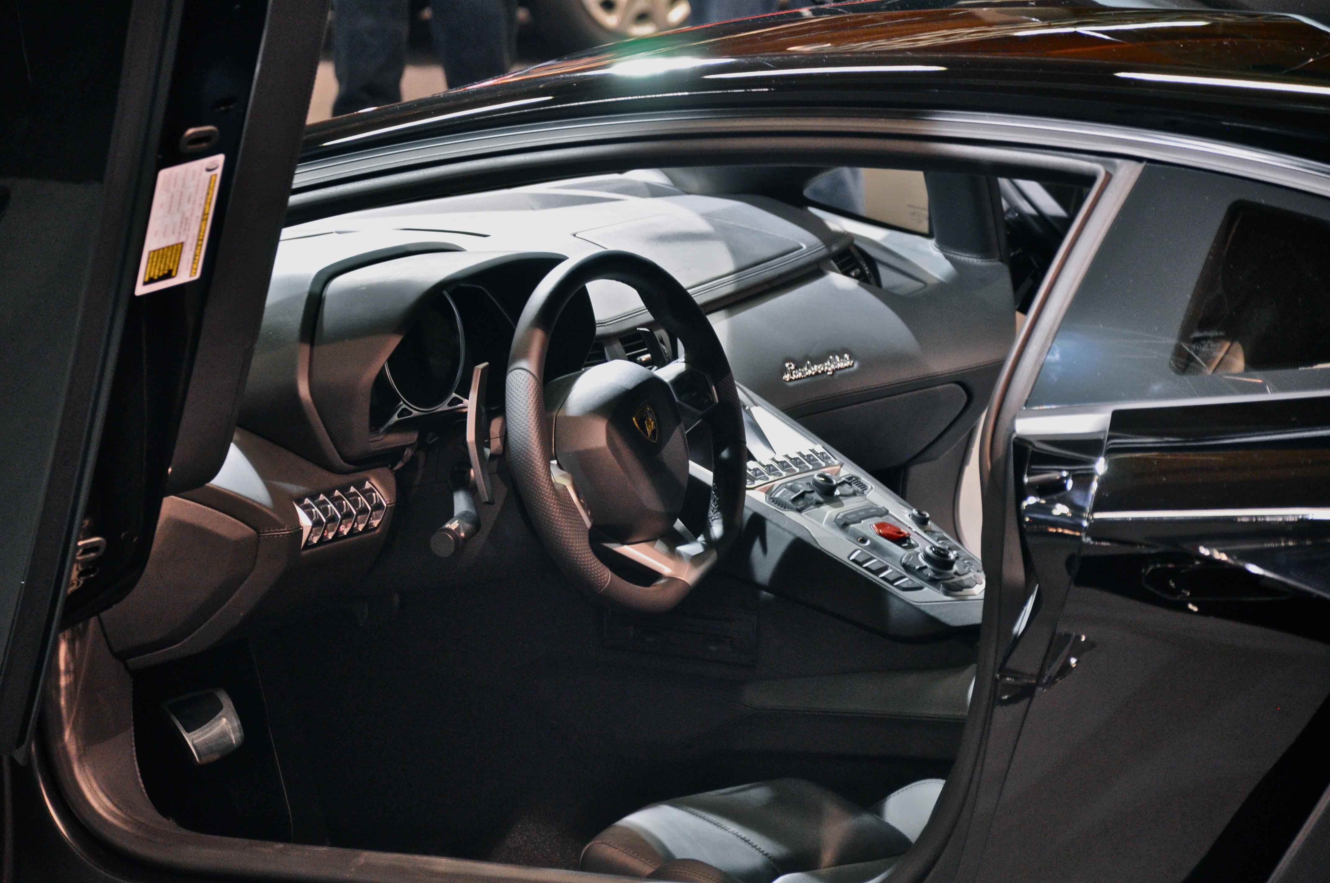 Lamborghini Veneno Wiki >> File:Lamborghini Aventador interior.JPG - Wikimedia Commons