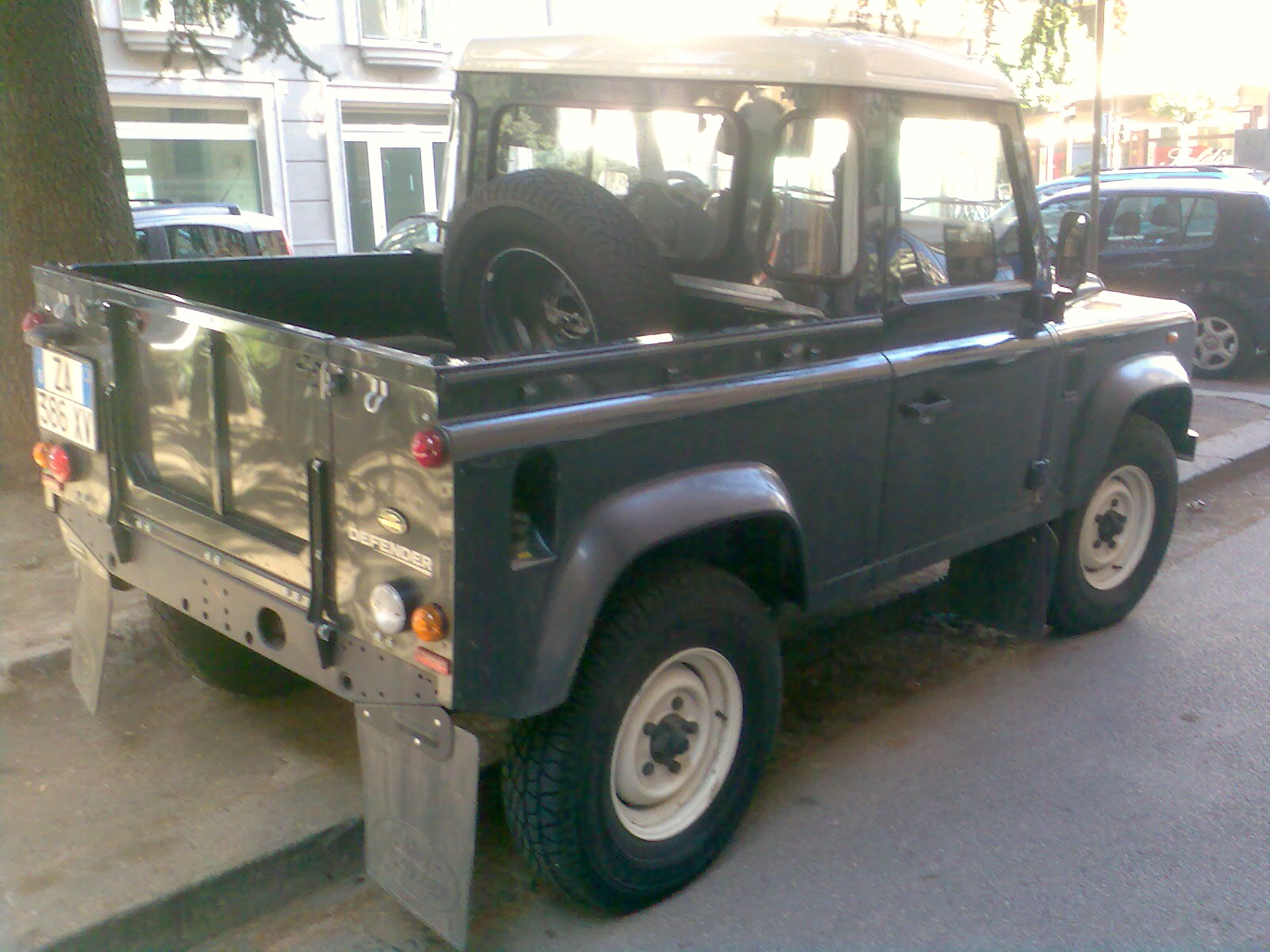 File Land Rover Defender Pick Up Jpg Wikimedia Commons