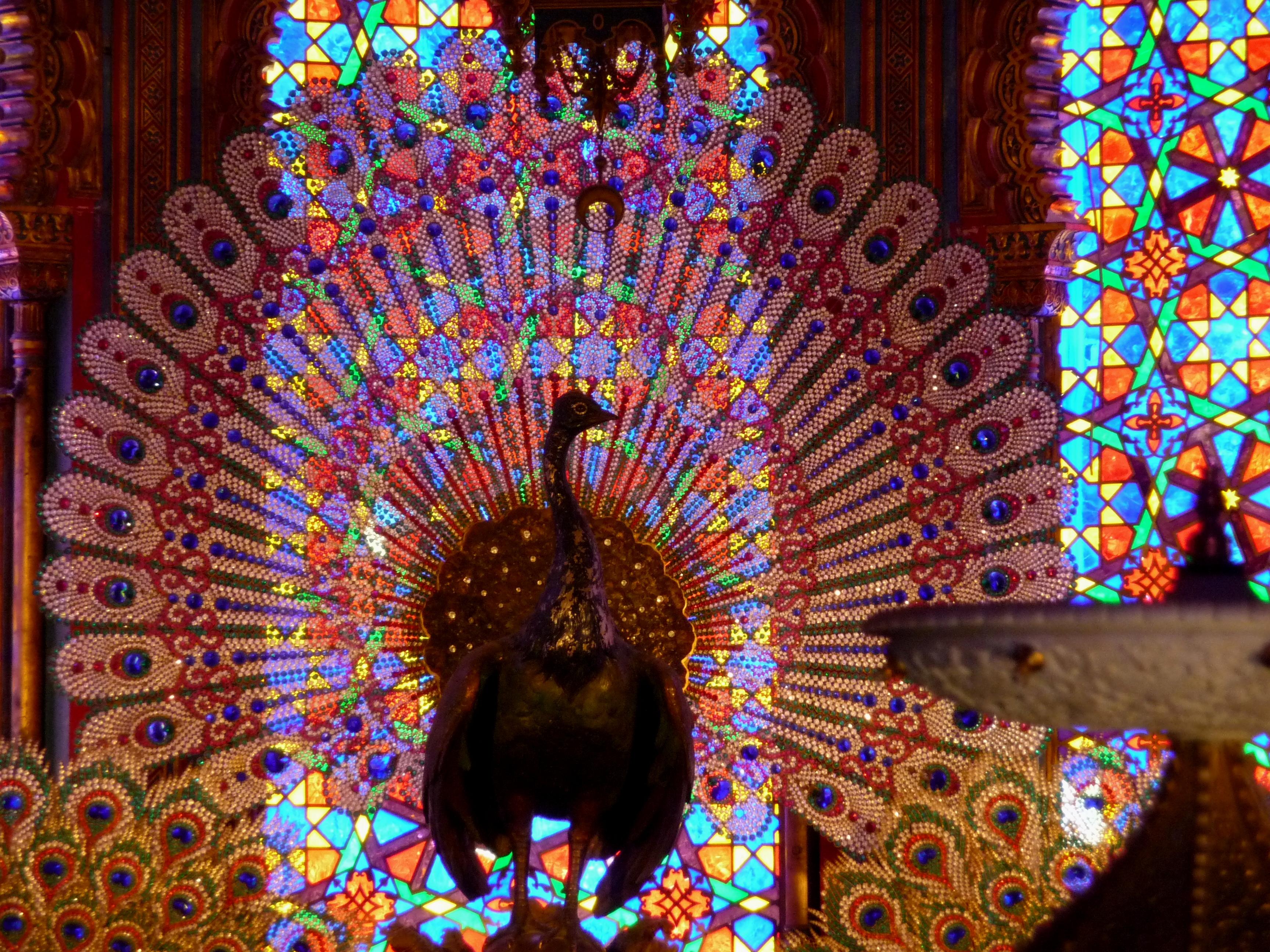 File:Linderhof Palace Moorish Kiosk Peacock Throne 2011 ...