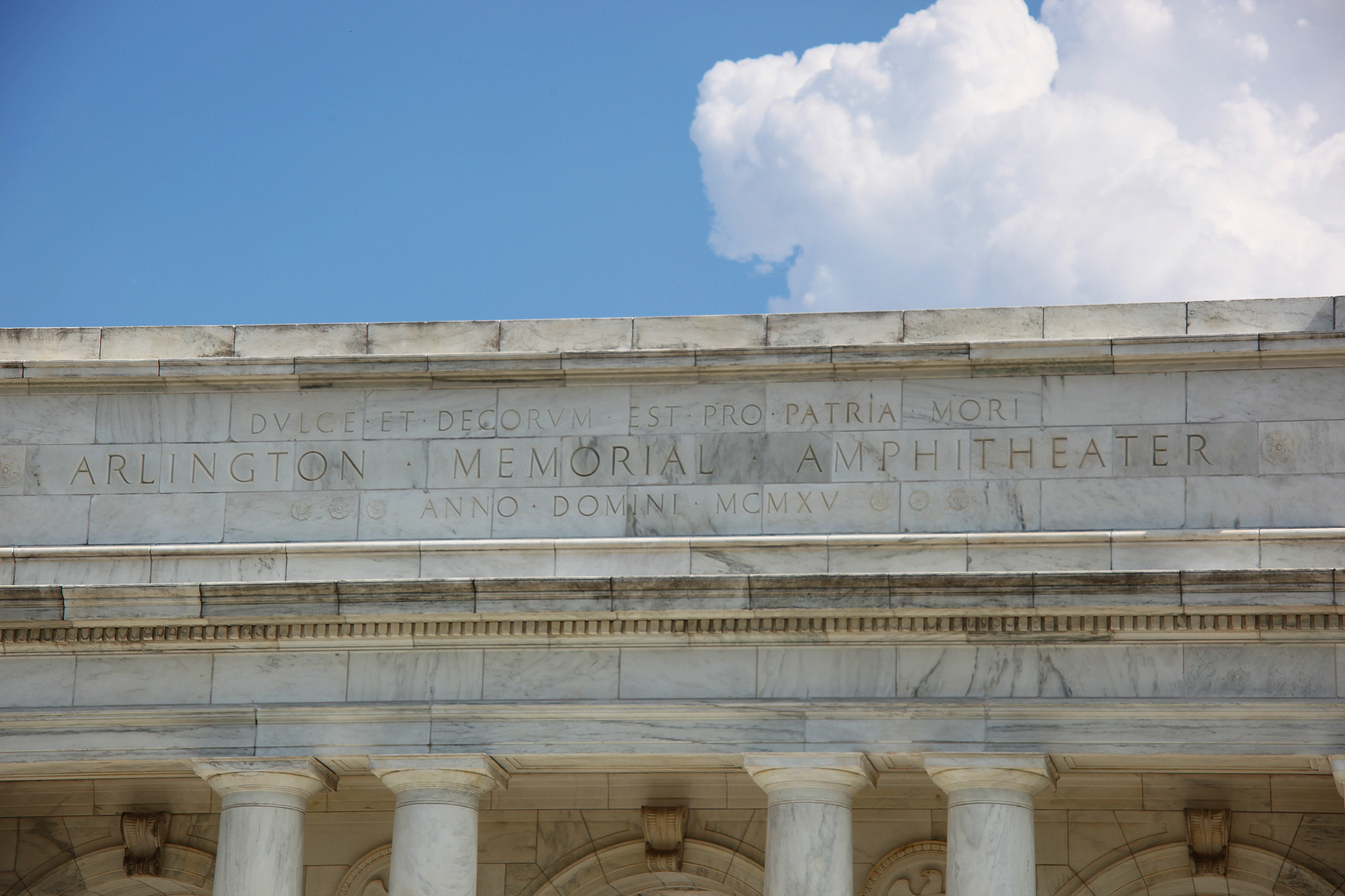 https://upload.wikimedia.org/wikipedia/commons/b/be/Memorial_Amphitheater_-_rear_pediment_-_Arlington_National_Cemetery_-_2011.JPG