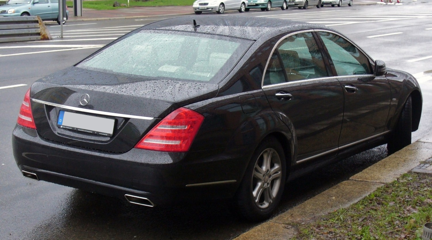 File:Mercedes-Benz W221 Facelift Heck.JPG - Wikimedia Commons