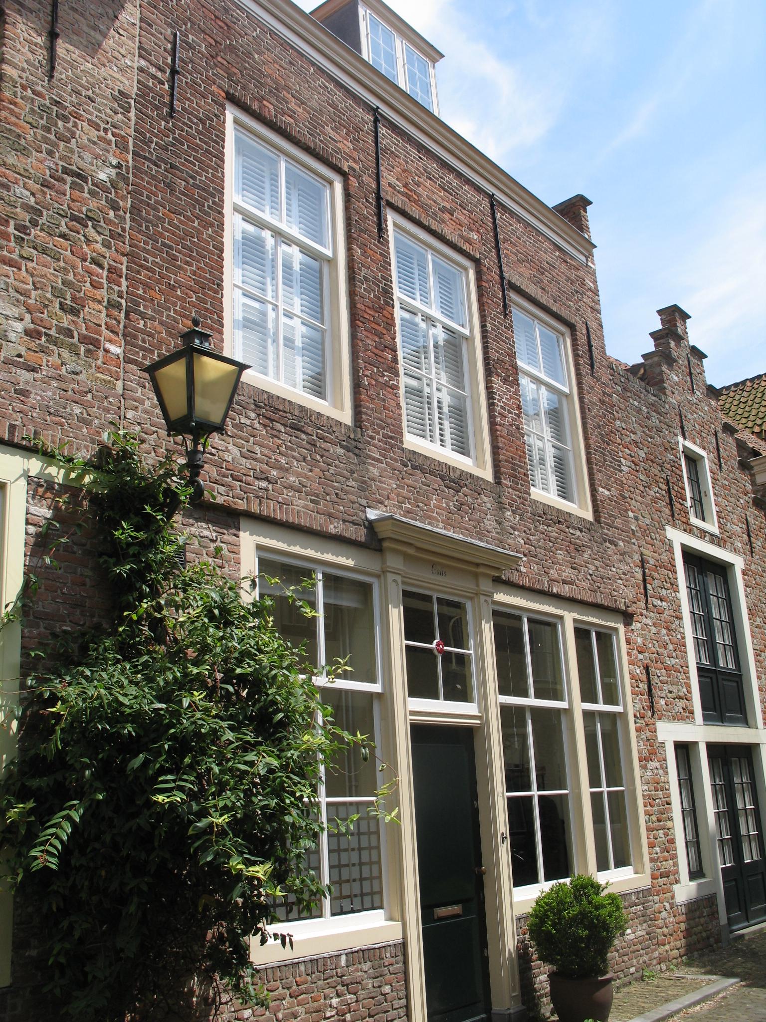 Huis met rechte gevel in middelburg monument - Provencaalse huis gevel ...