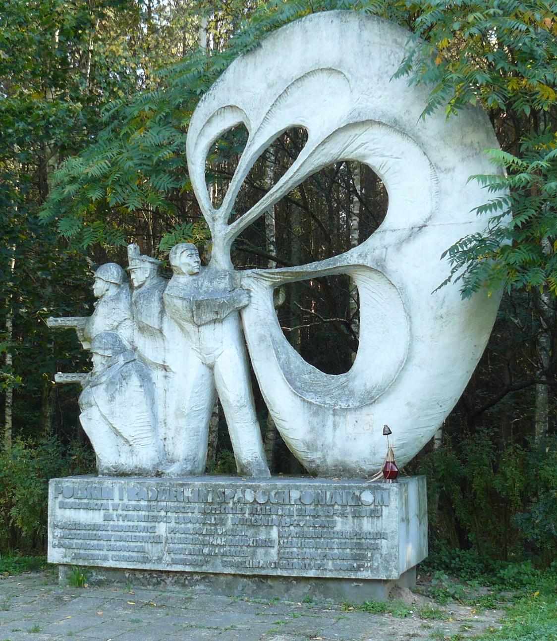 Pomnik spadochroniarzy pod Sokołowem