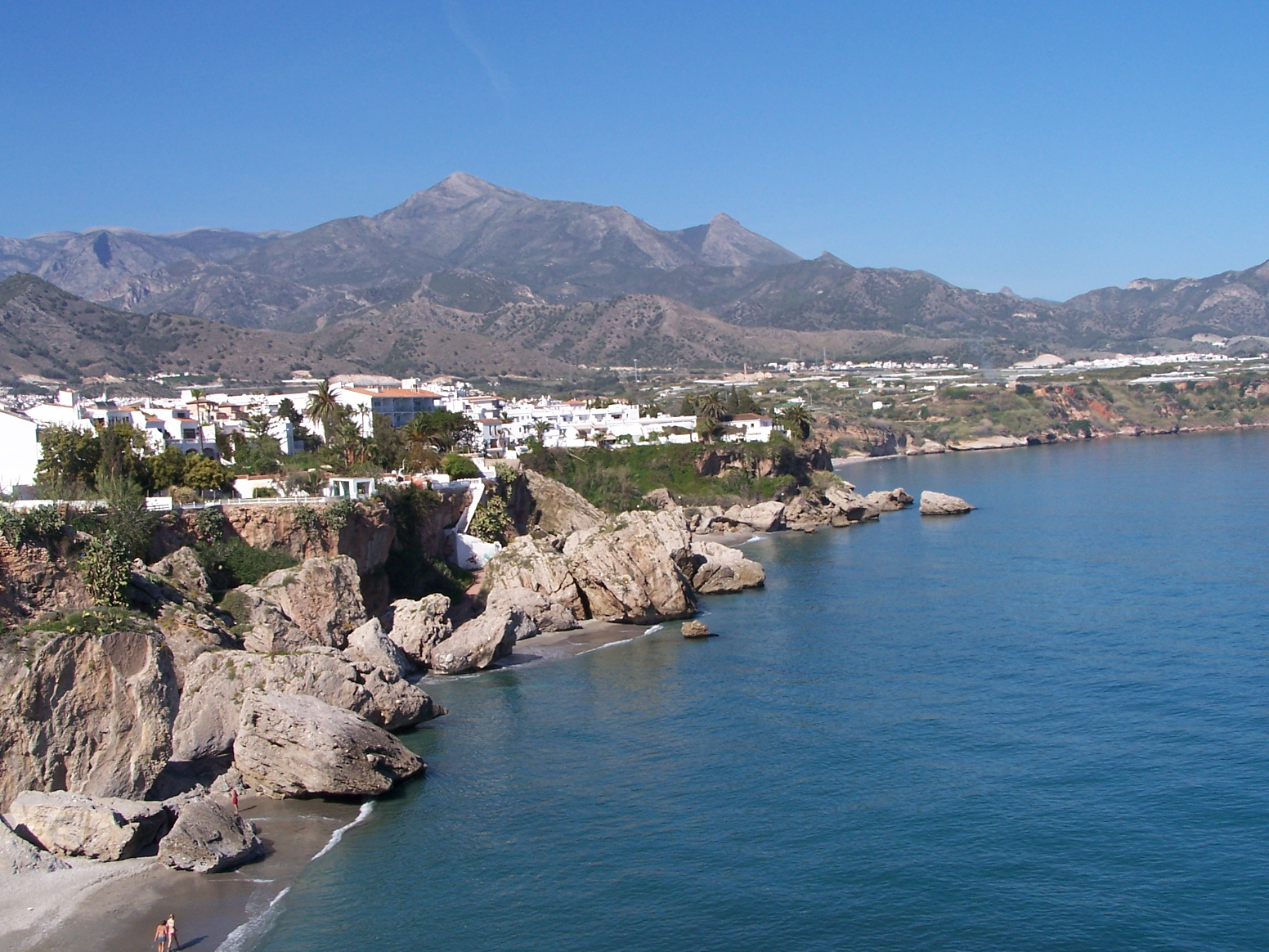 file nerja vue depuis le balcon d 39 europe jpg wikimedia commons. Black Bedroom Furniture Sets. Home Design Ideas