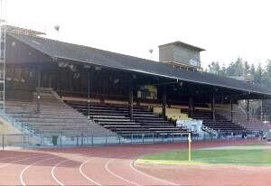 Tribüne des Stadions Neufeld in Bern