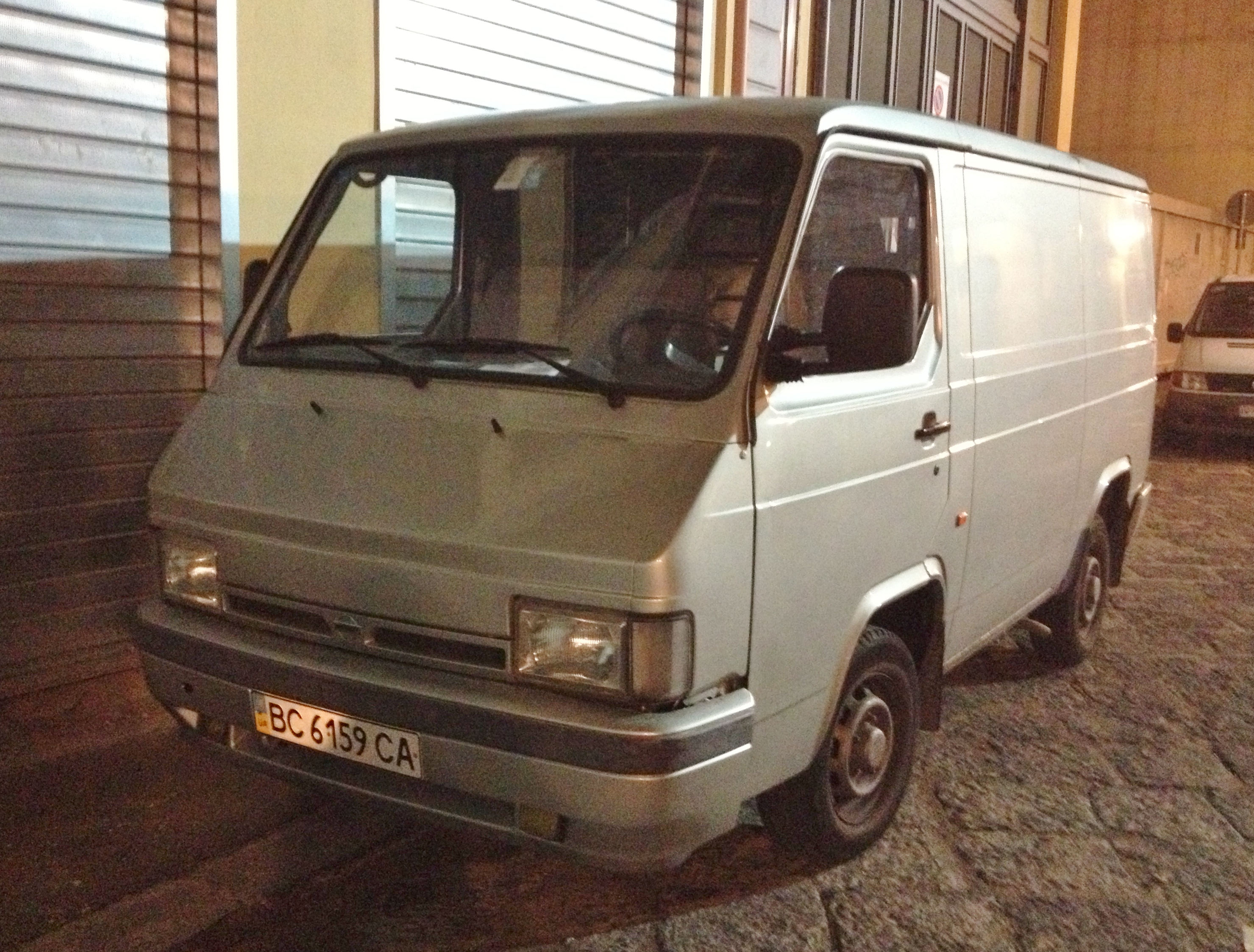 File:Nissan Trade Van.JPG
