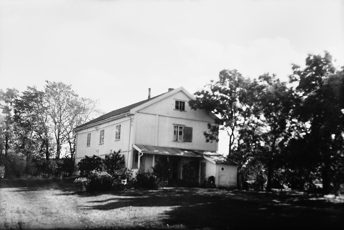 dating gamle Gårds hus dating Walker Hall sølvplate