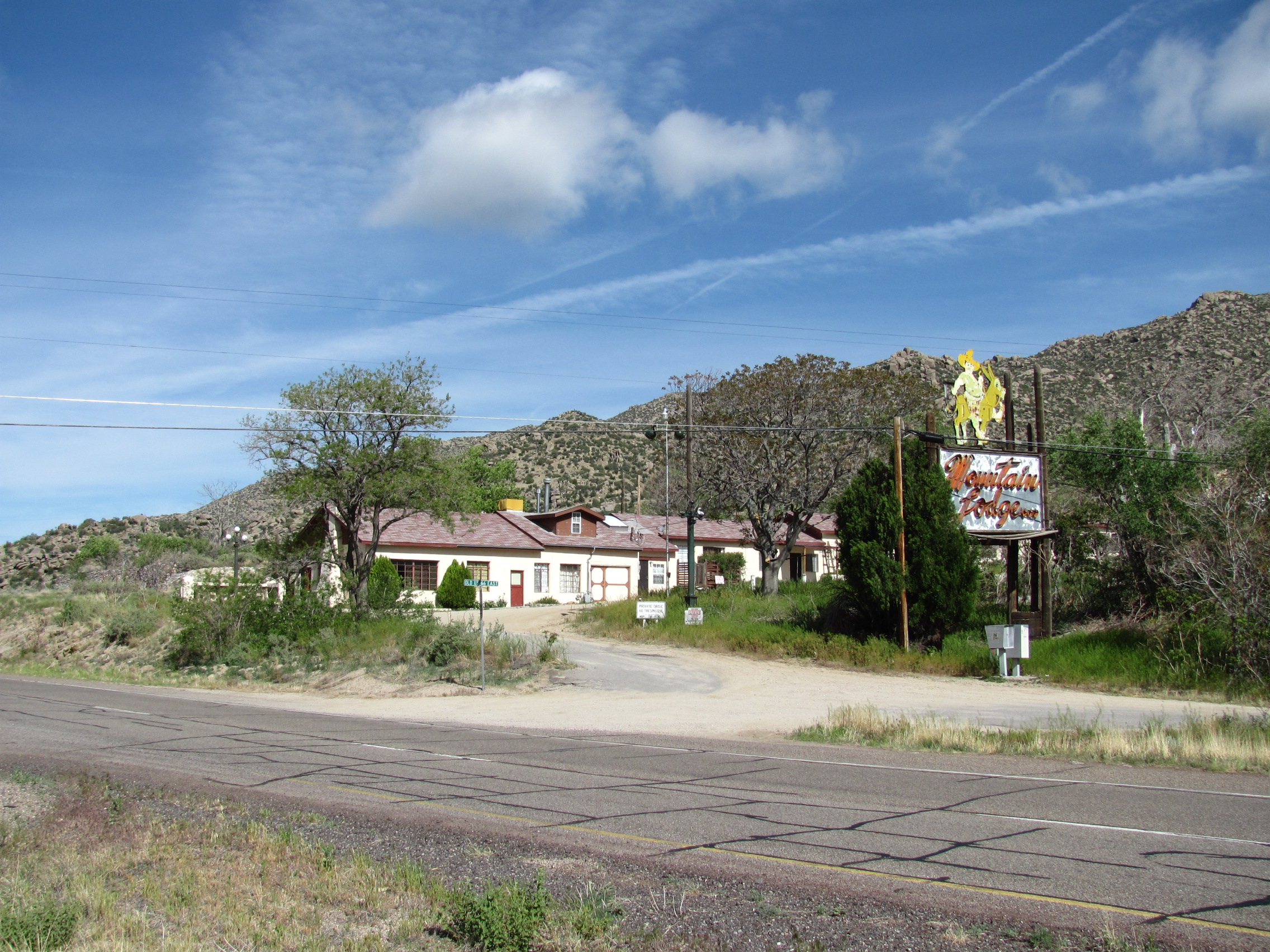 Old Route 66 >> File Old Mountain Lodge On Old Route 66 Carnuel Nm Jpg Wikimedia