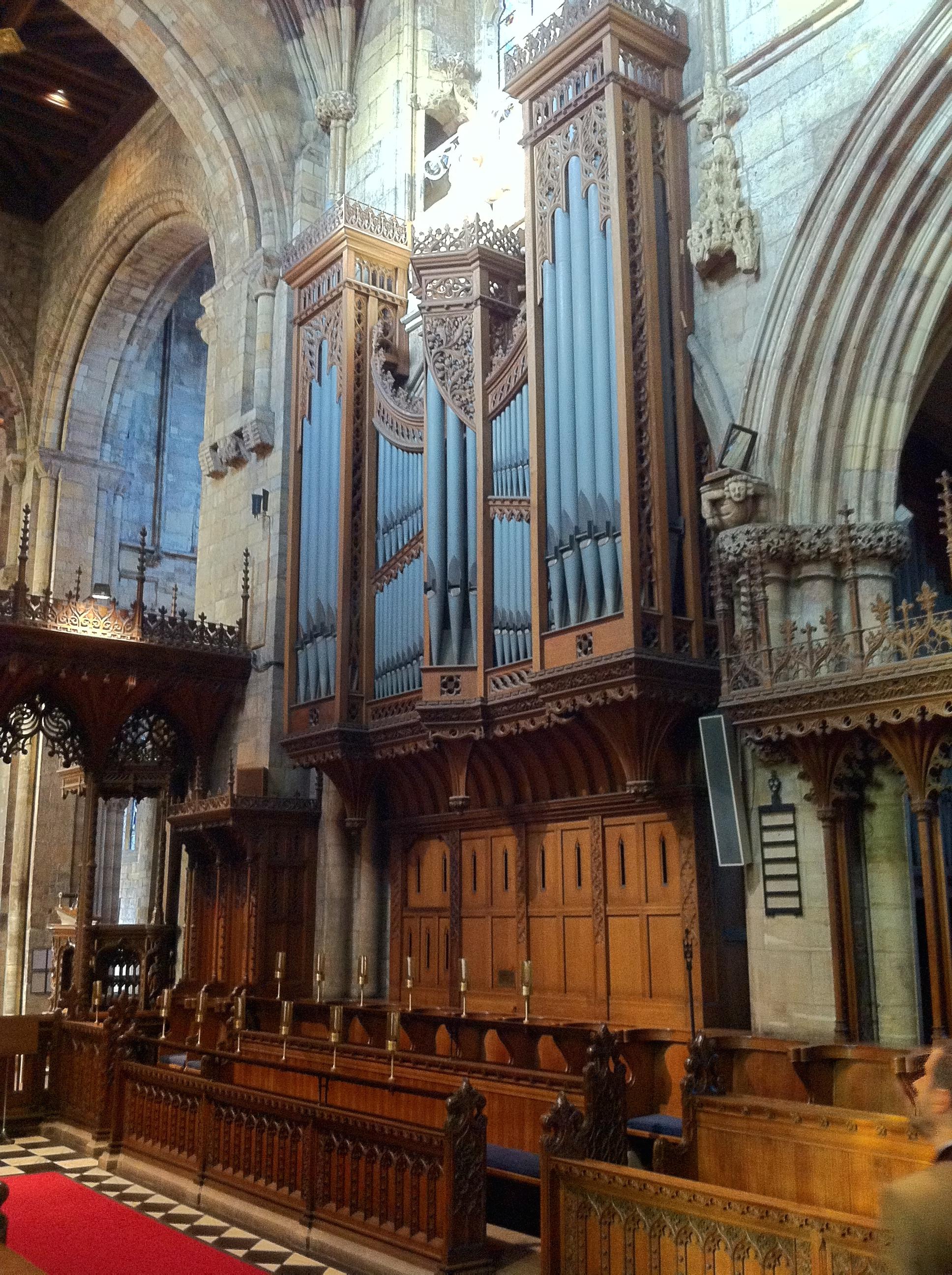 Organ_case_by_John_Oldrid_Scott_in_Selby