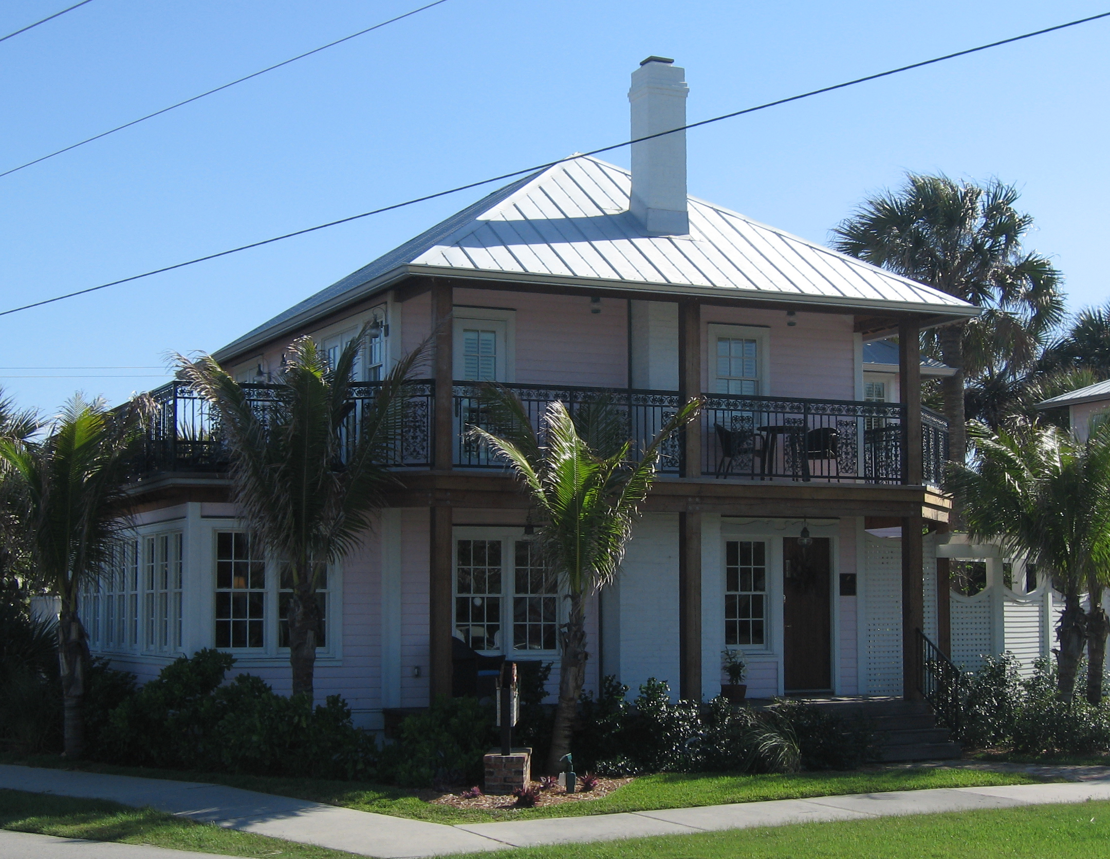 File pink house melbourne beach florida oblique view for Beach house description