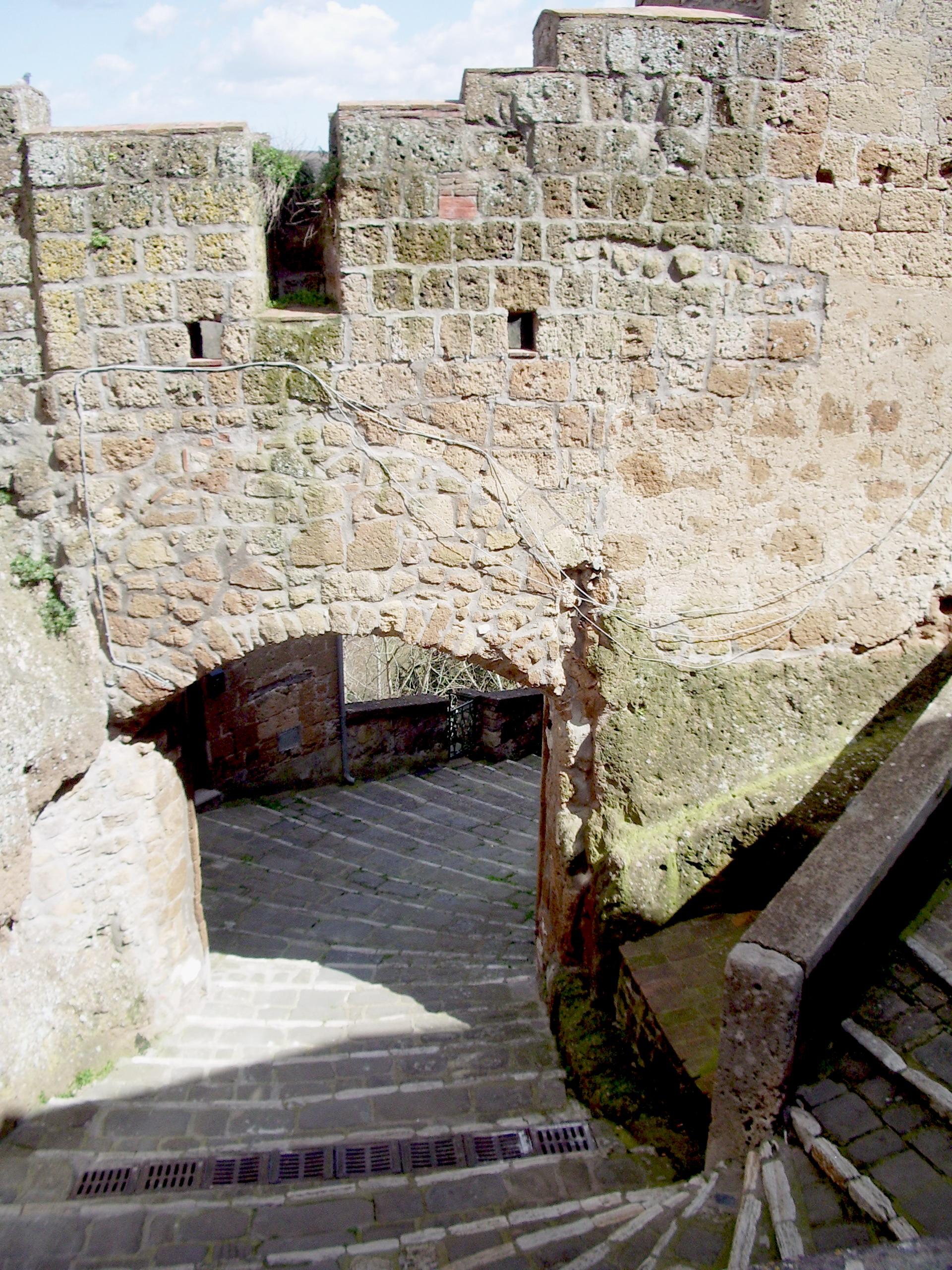 Porta di Sovana Mura di Pitigliano