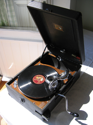 A 1930s portable wind-up gramophone from EMI (His Master's Voice) Portable 78 rpm record player.jpg
