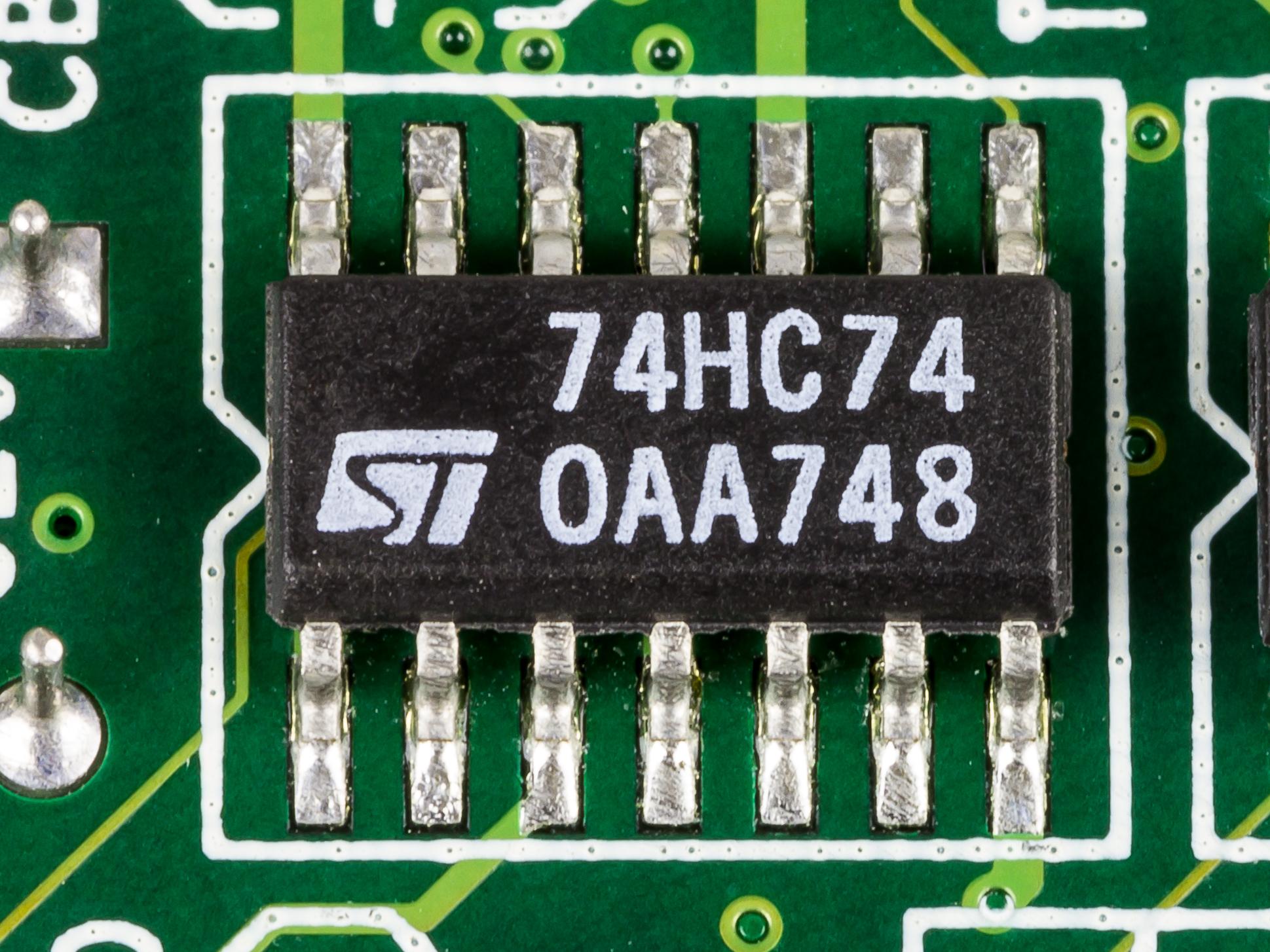 File:ROCKY-518HV - STMicroelectronics 74HC74-2398.jpg