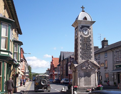 File:Rhayader-clock-view-001.jpg
