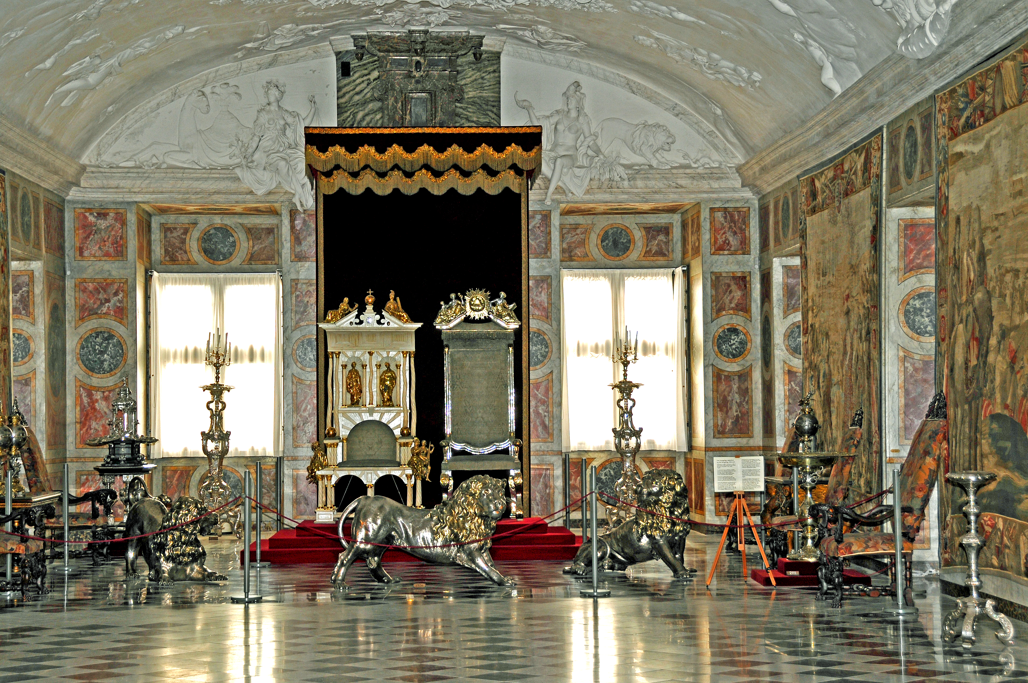 FileRosenborg Castle throne roomjpg Wikimedia Commons : RosenborgCastle throneroom from commons.wikimedia.org size 4288 x 2848 jpeg 12248kB
